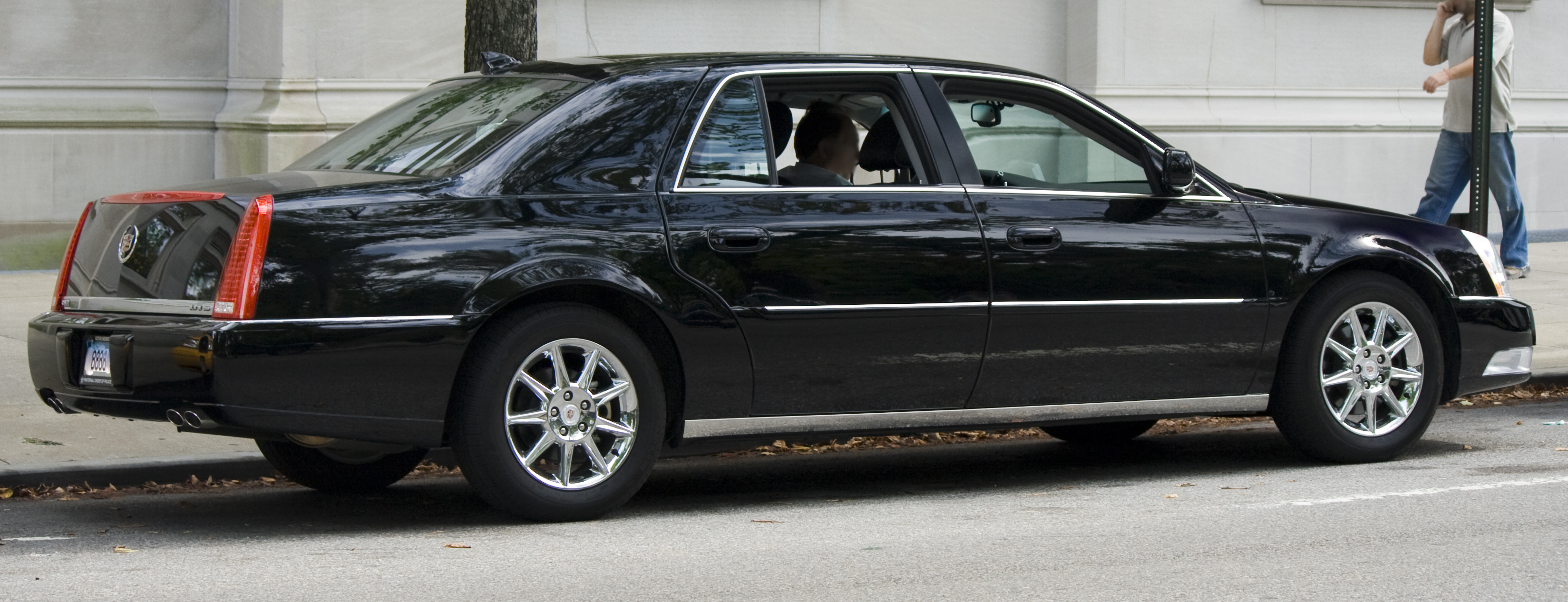 File:Cadillac DTS-L 2007.jpg - Wikimedia Commons