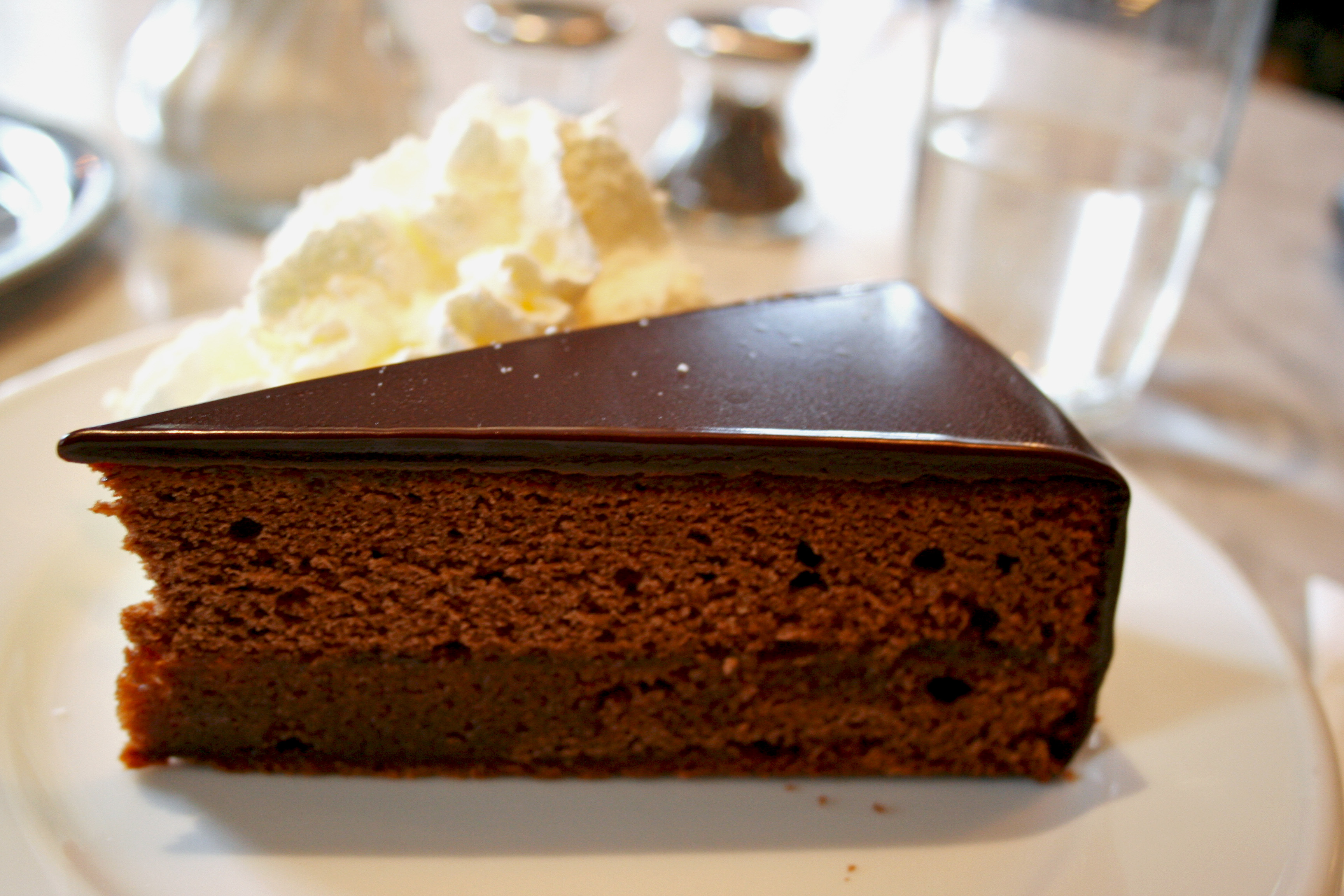 File:Café Sabarsky Sachertorte.jpg - Wikipedia, the free encyclopedia