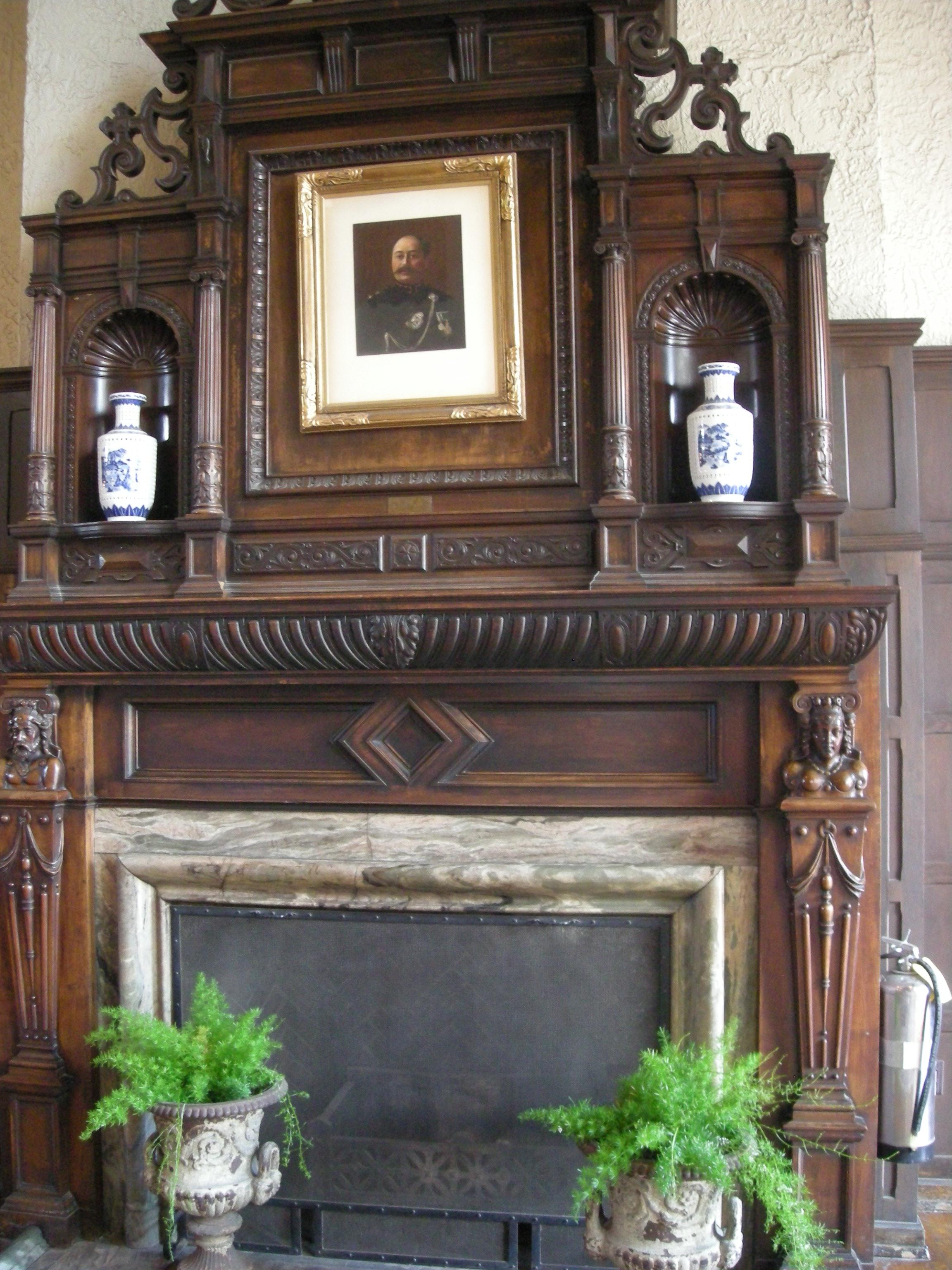 FileCasa Loma July 2010 05 Great Hall fireplaceJPG Wikimedia
