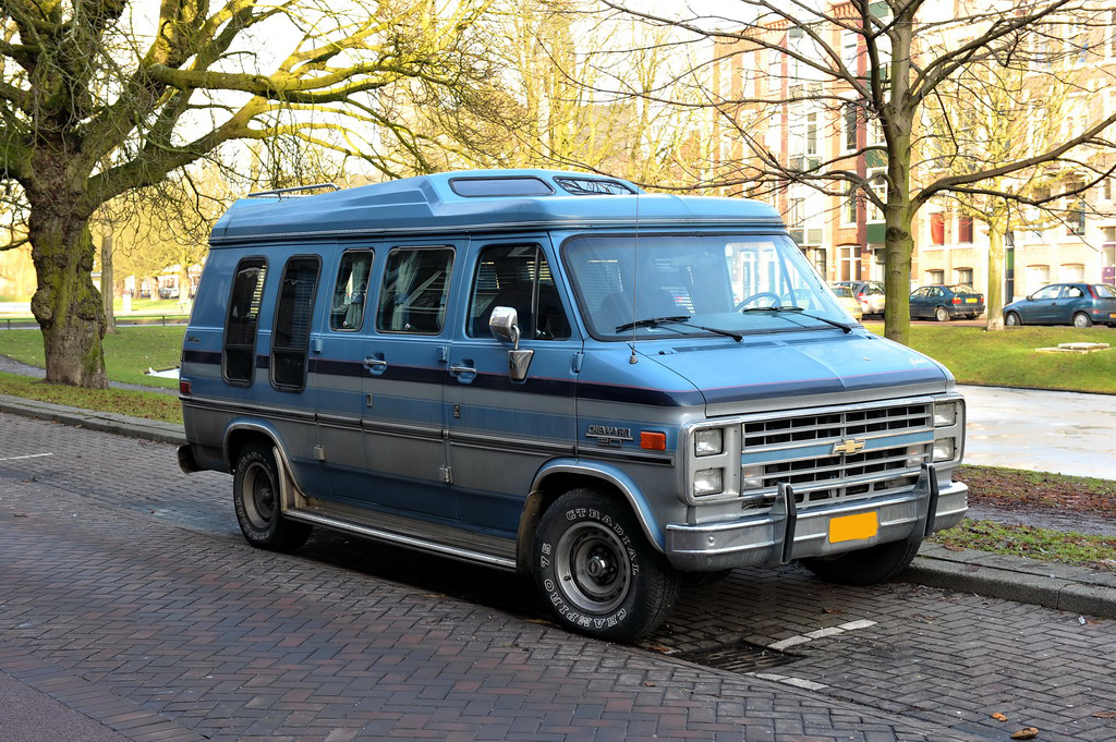 2b2d1d121f File Chevy Van 20 Starcraft - Flickr - FaceMePLS.jpg - Wikimedia Commons