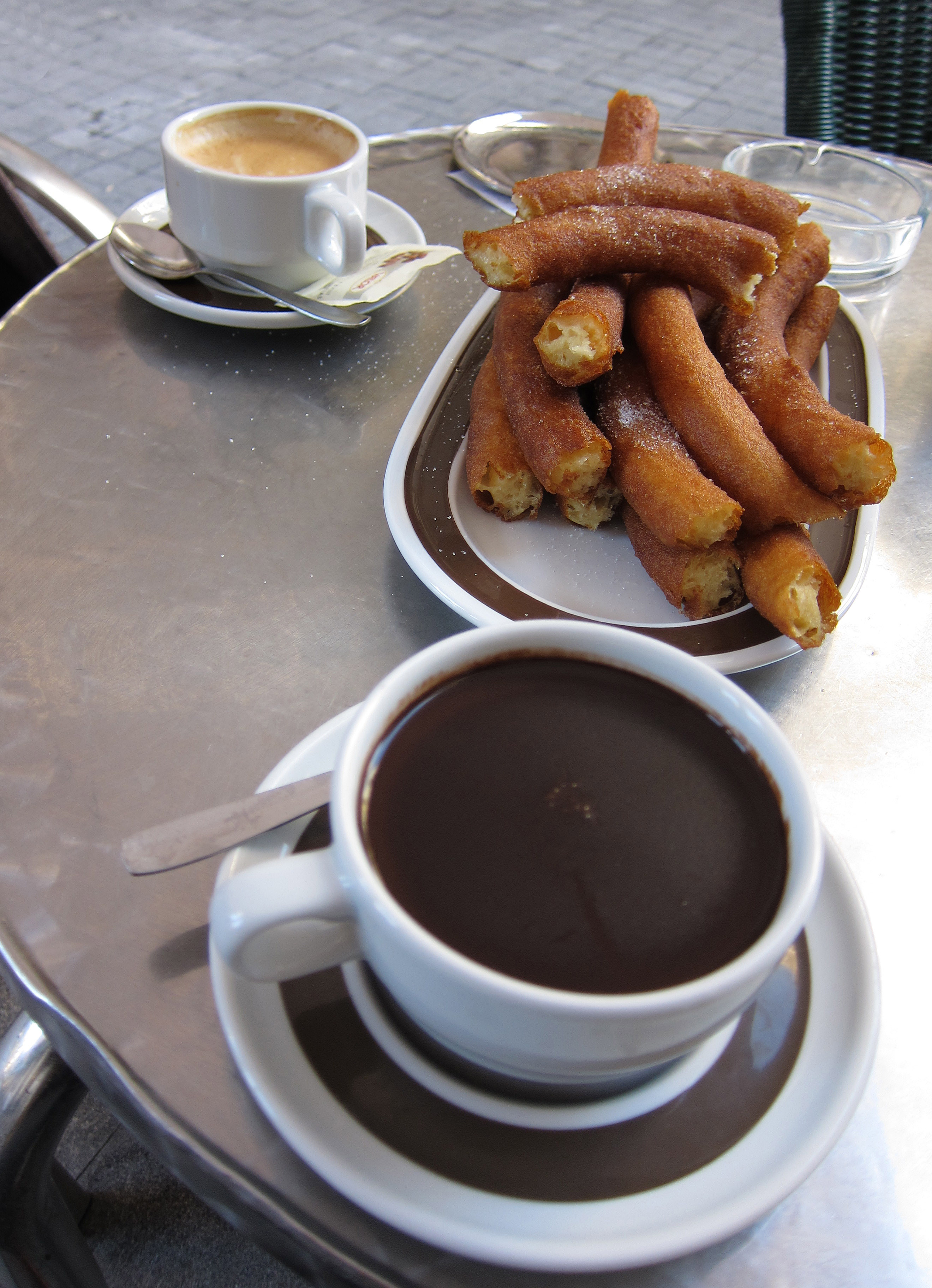 File:Chocolate, churros y café.jpg - Wikimedia Commons
