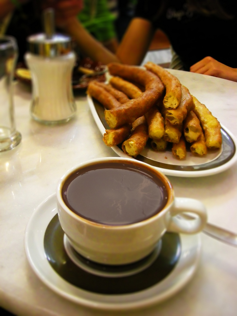 File:Chocolate Valor con churros.jpg - Wikimedia Commons