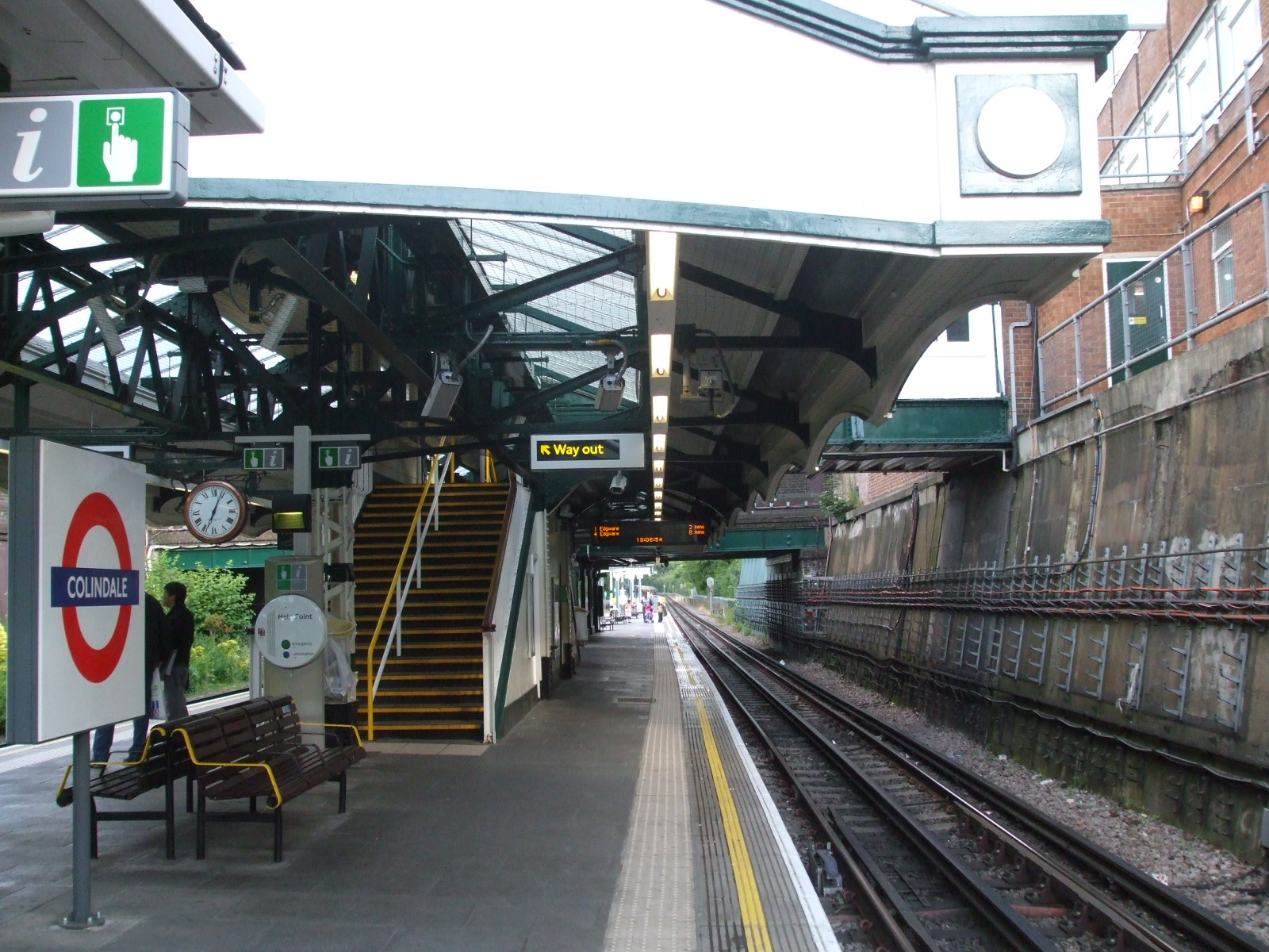 File:Colindale station southbound JPG - Wikimedia Commons