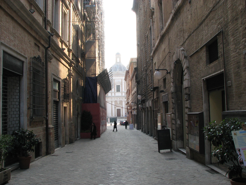 Macerata Italy  city images : Corso della Repubblica Macerata Italy 2010 Wikimedia ...