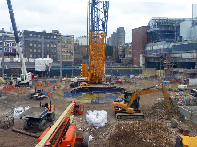 File crossrail construction site farringdon geograph for Images of building sites