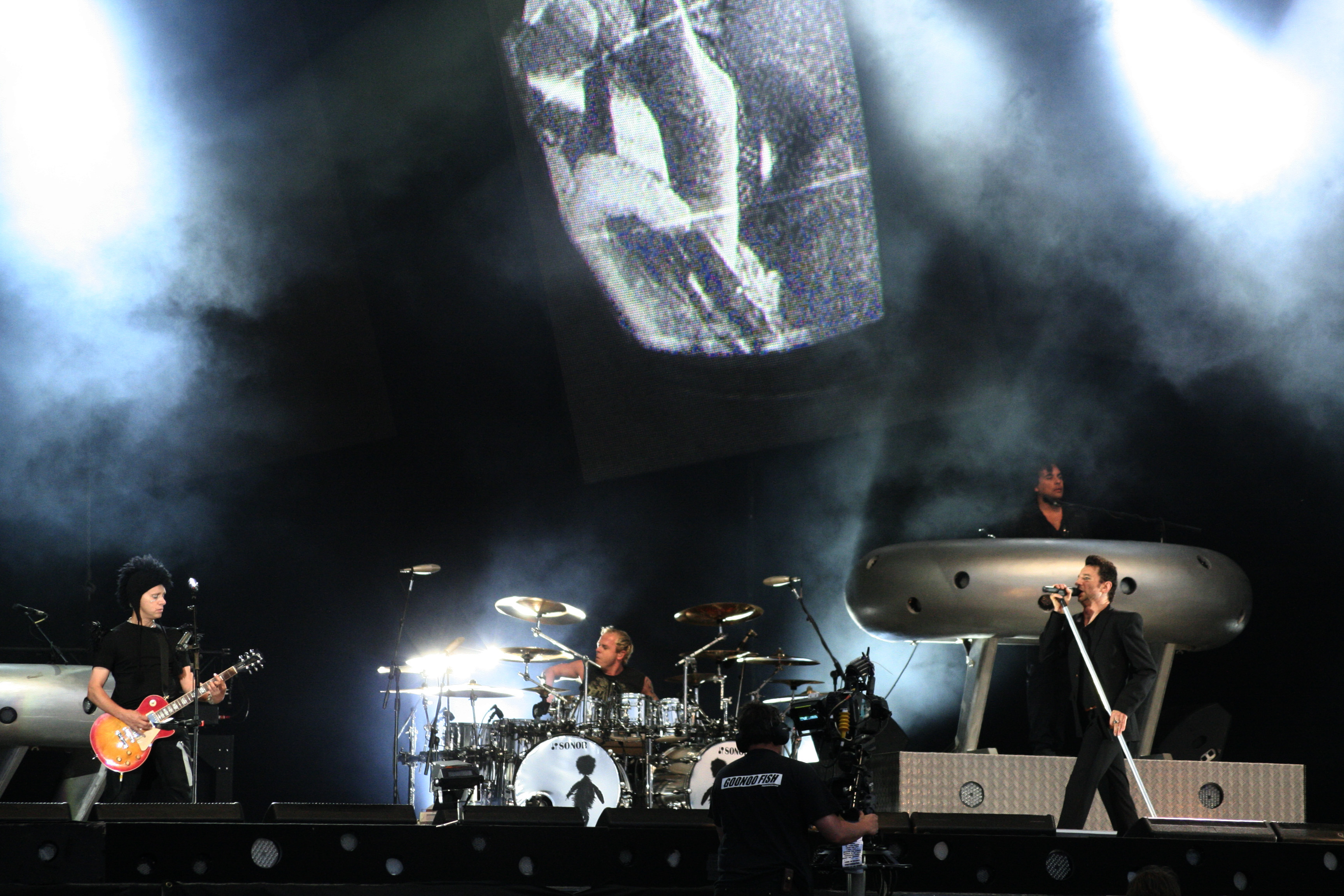 http://upload.wikimedia.org/wikipedia/commons/9/96/Depeche_Mode_2006.jpg