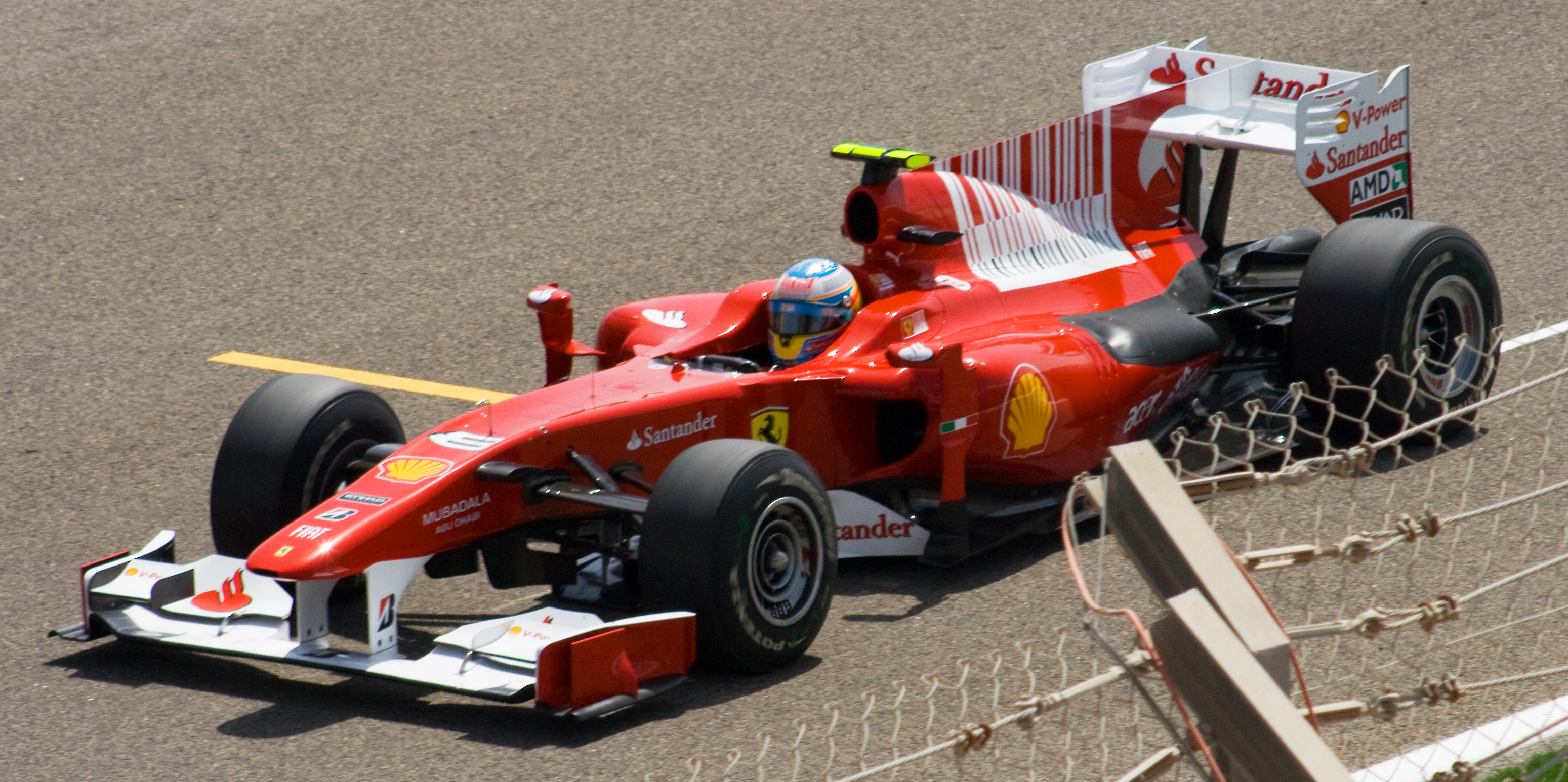 File Ferrari Bahrain 2010 Jpg Wikimedia Commons