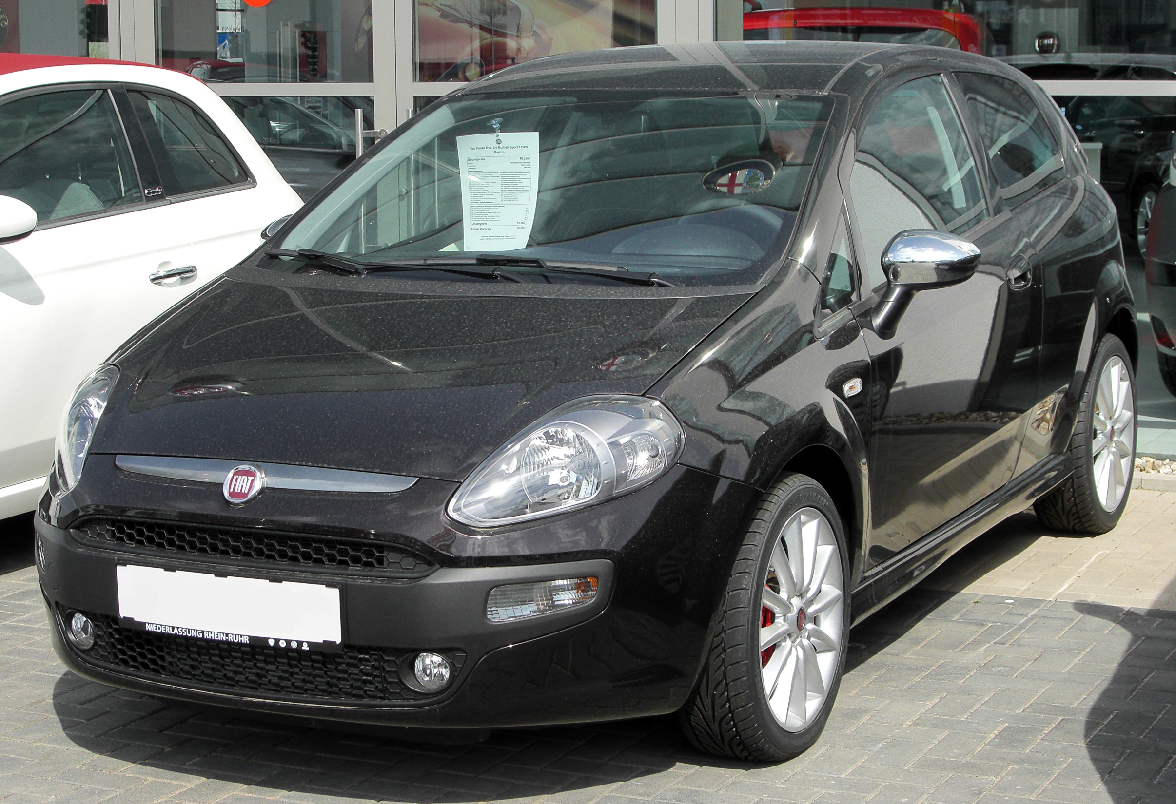 primeiras informa es oficiais do fiat punto 2013 autos segredos. Black Bedroom Furniture Sets. Home Design Ideas
