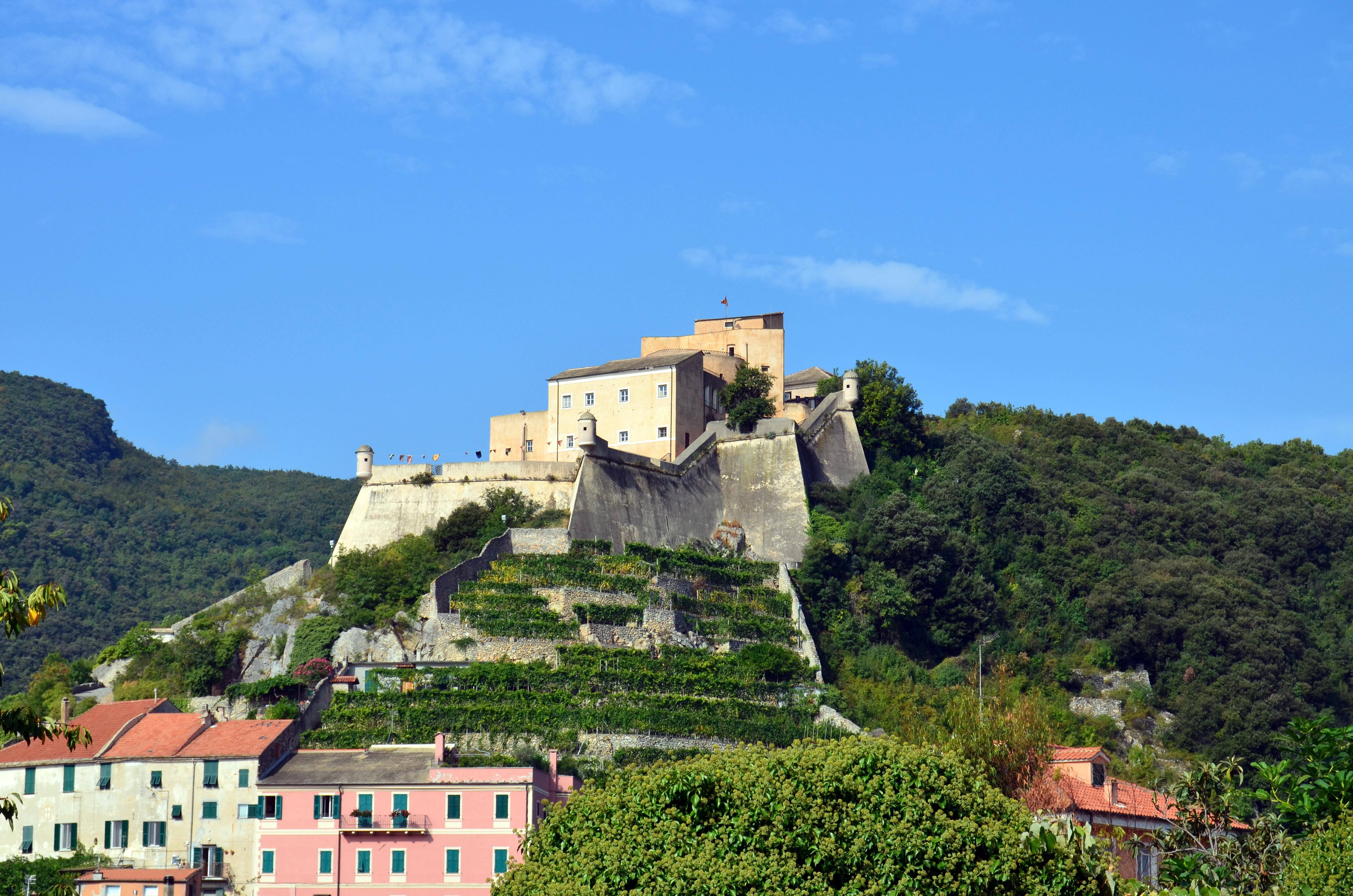 Finalborgo - forteca  Castel San Giovanni