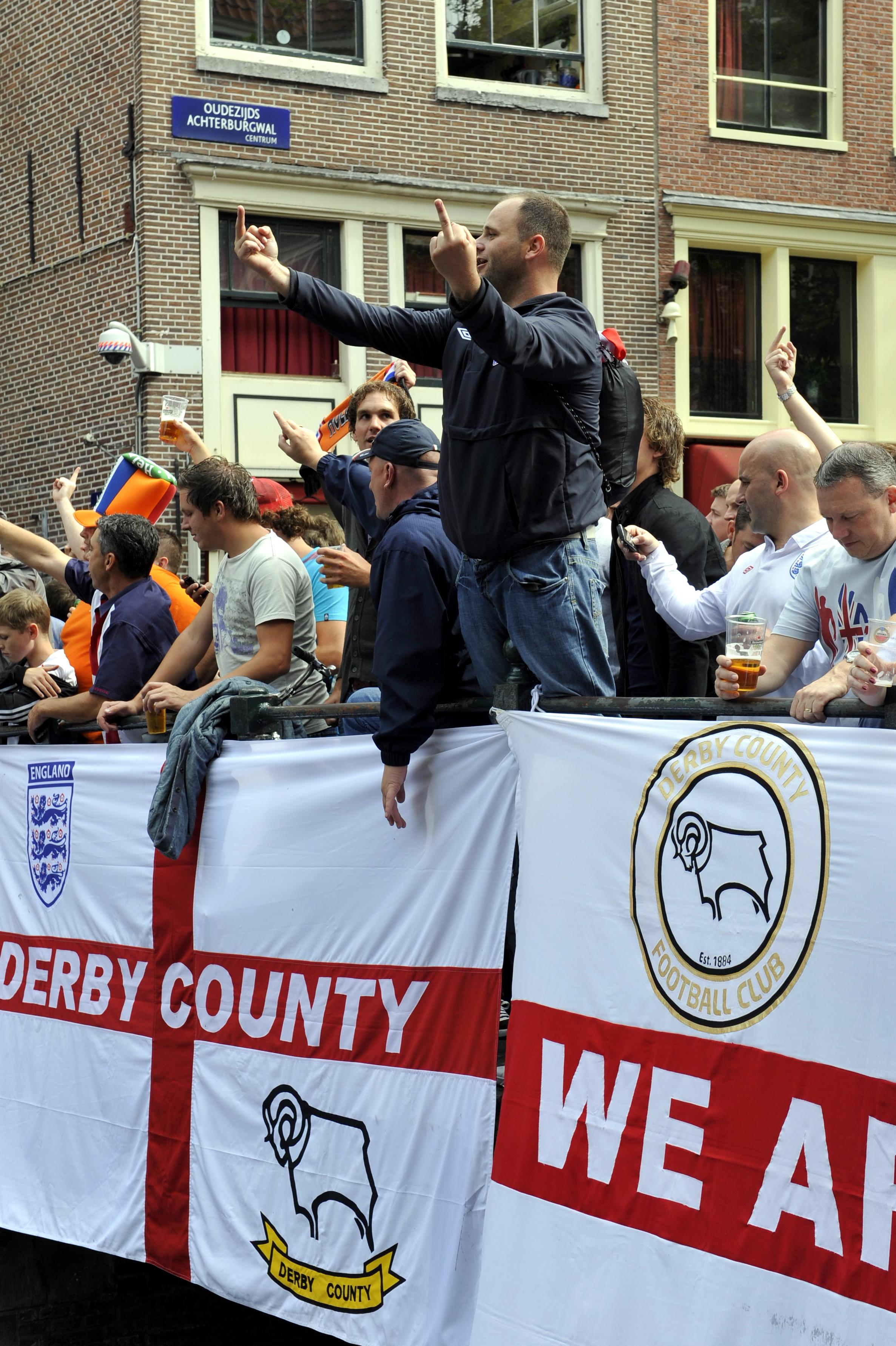 File:Flickr - NewsPhoto! - football, Netherlands - England (5).jpg - Wikimedia Commons