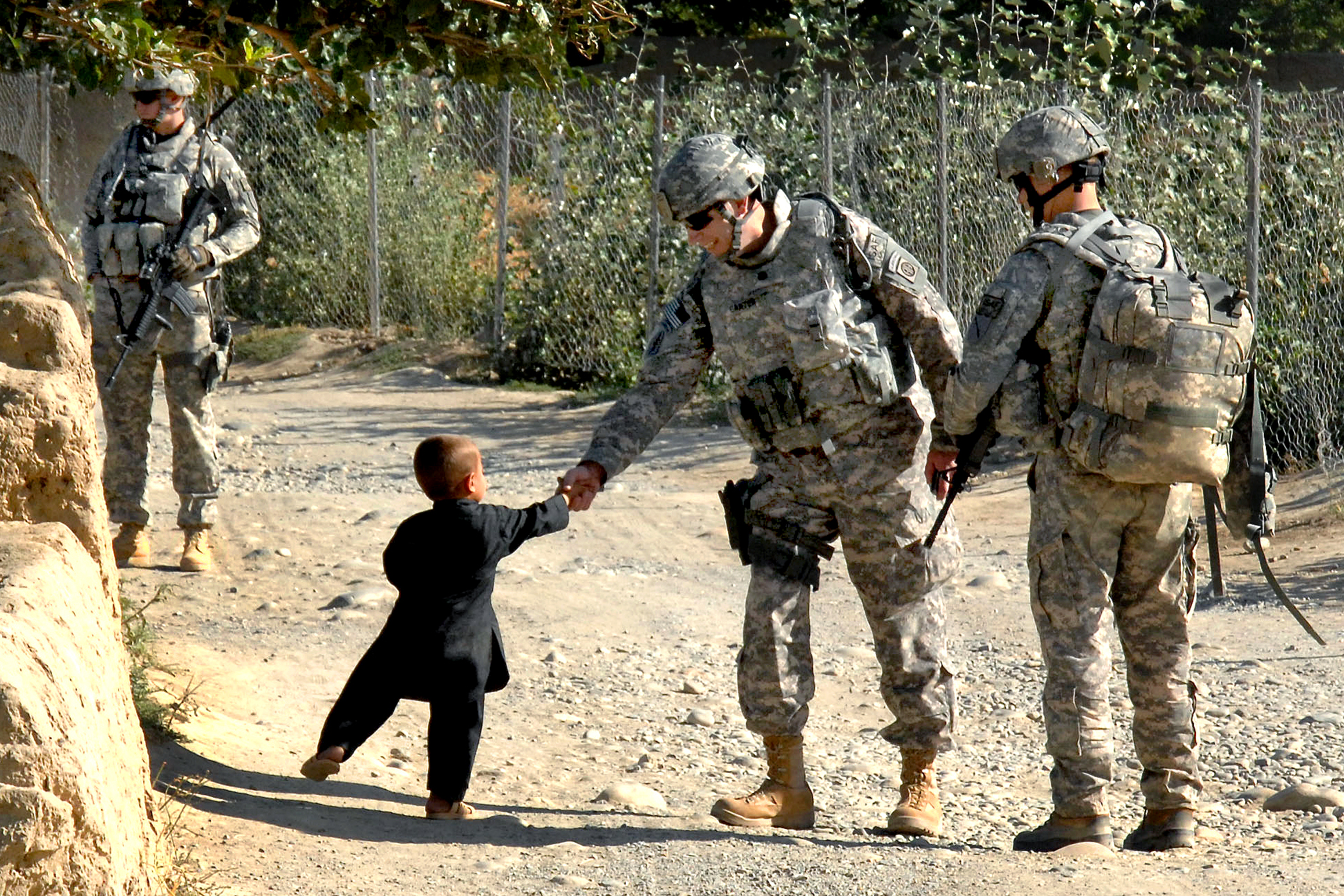 Description flickr - the u.s. army - handshakes in afghanistan