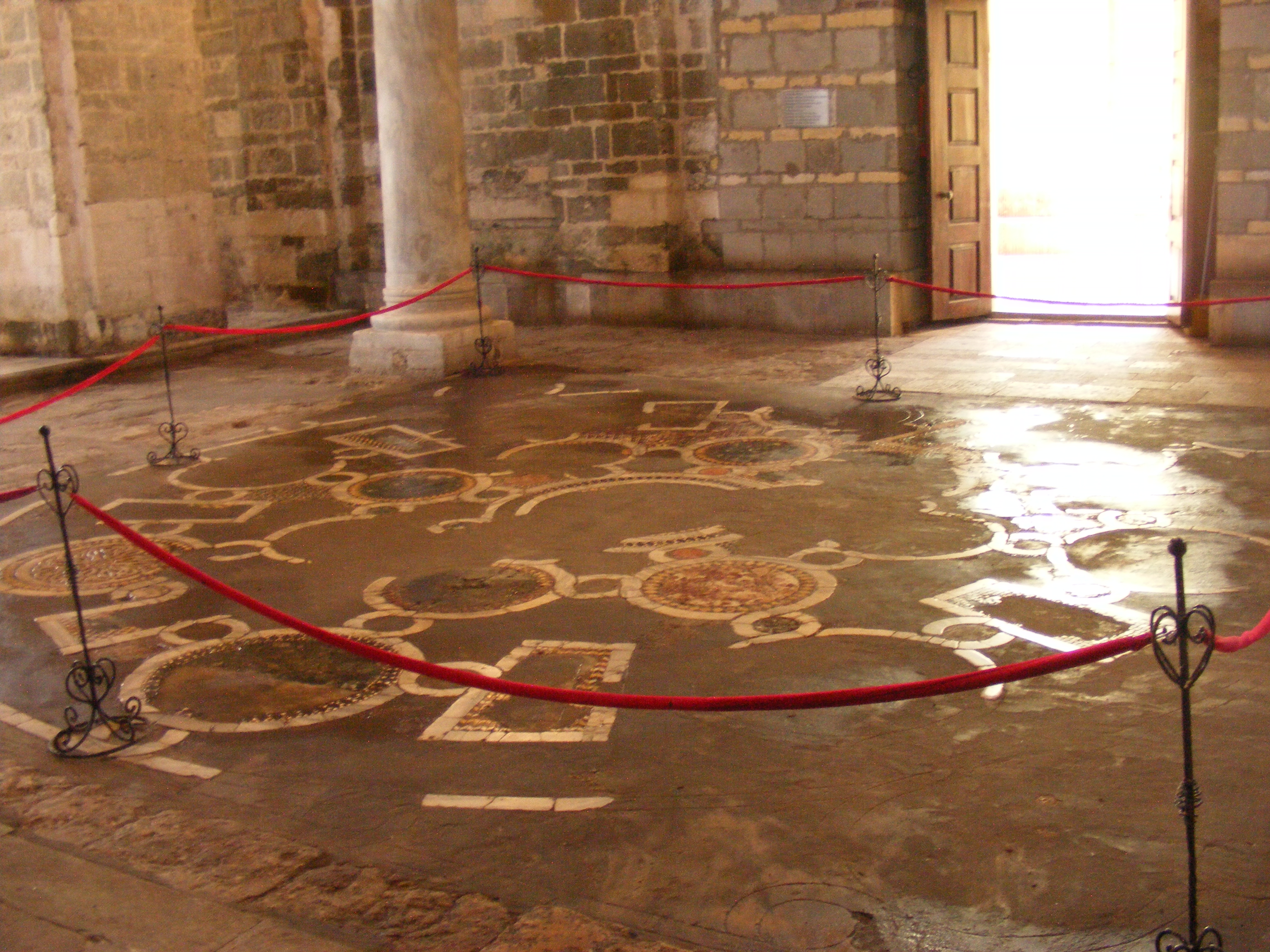 File floor of hagia sophia trabzon jpg wikivisually for Floor wikipedia