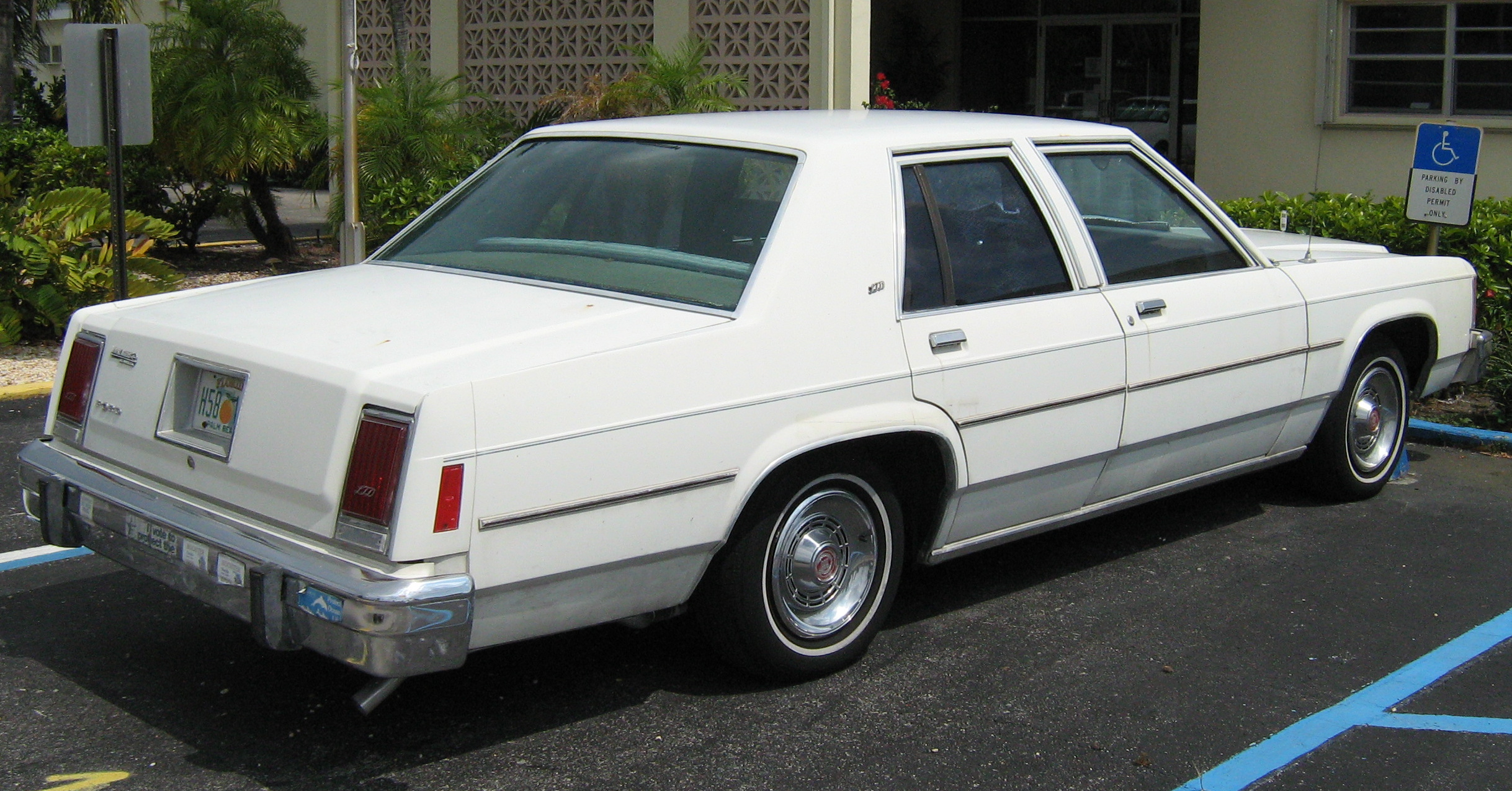 File Ford Ltd Door Sedan Jpg Wikimedia Commons