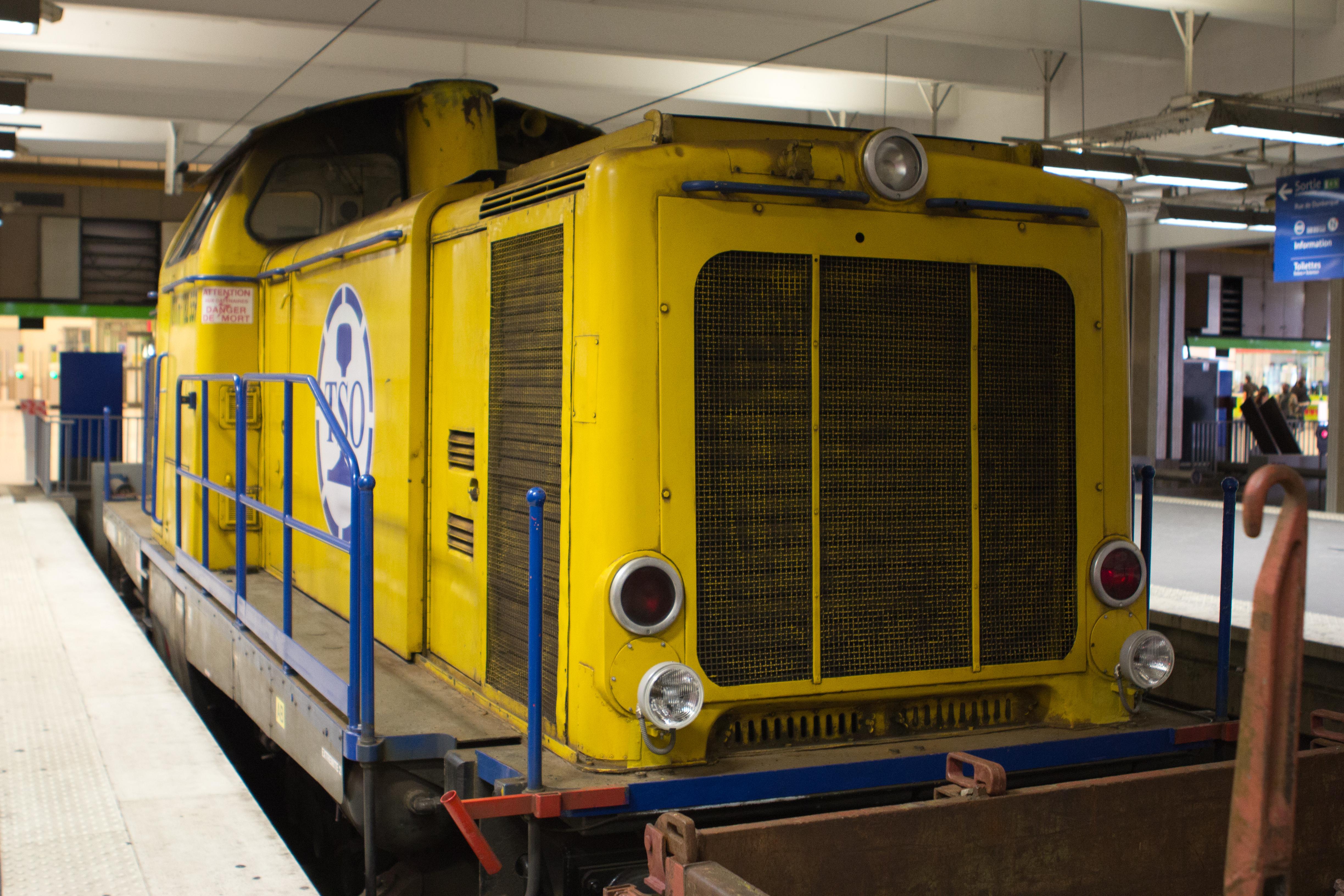 File:Gare-du-Nord - Exposition d'un train de travaux -