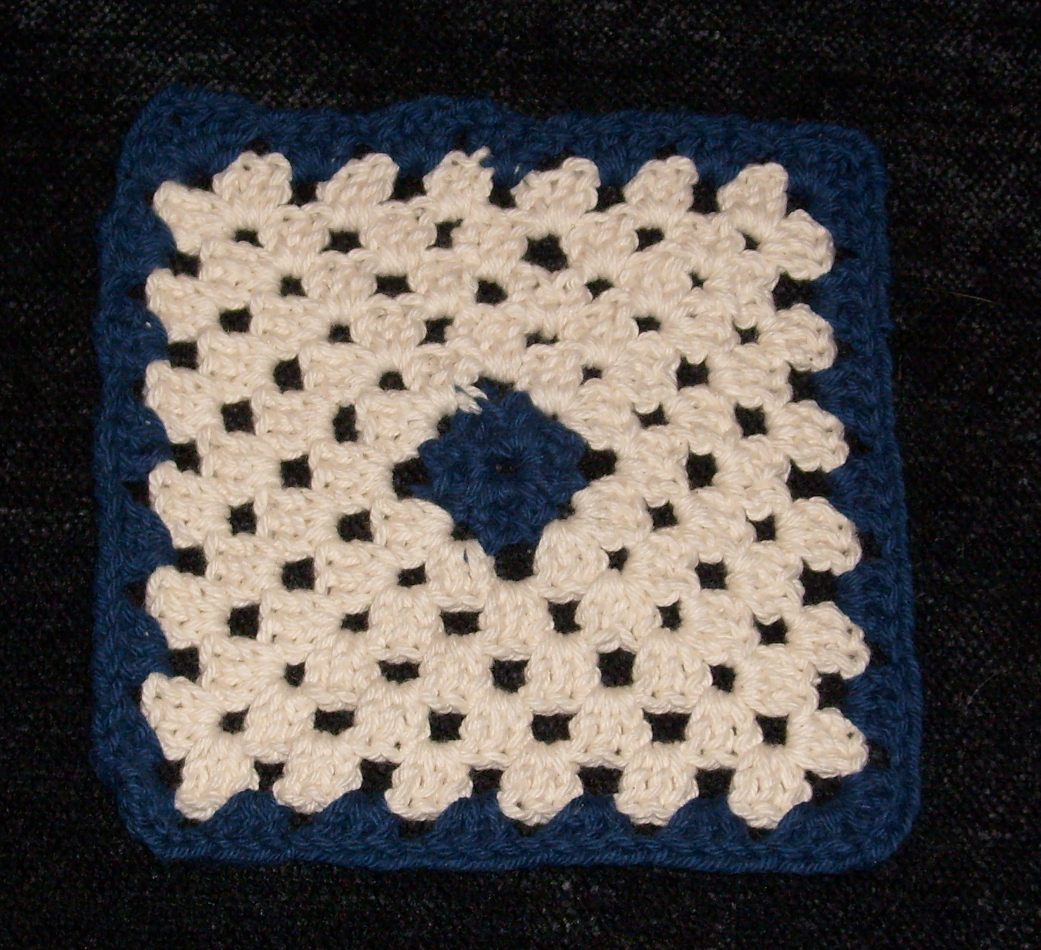 Crochet Stitches Wiki : File:Granny square.jpg - Wikipedia