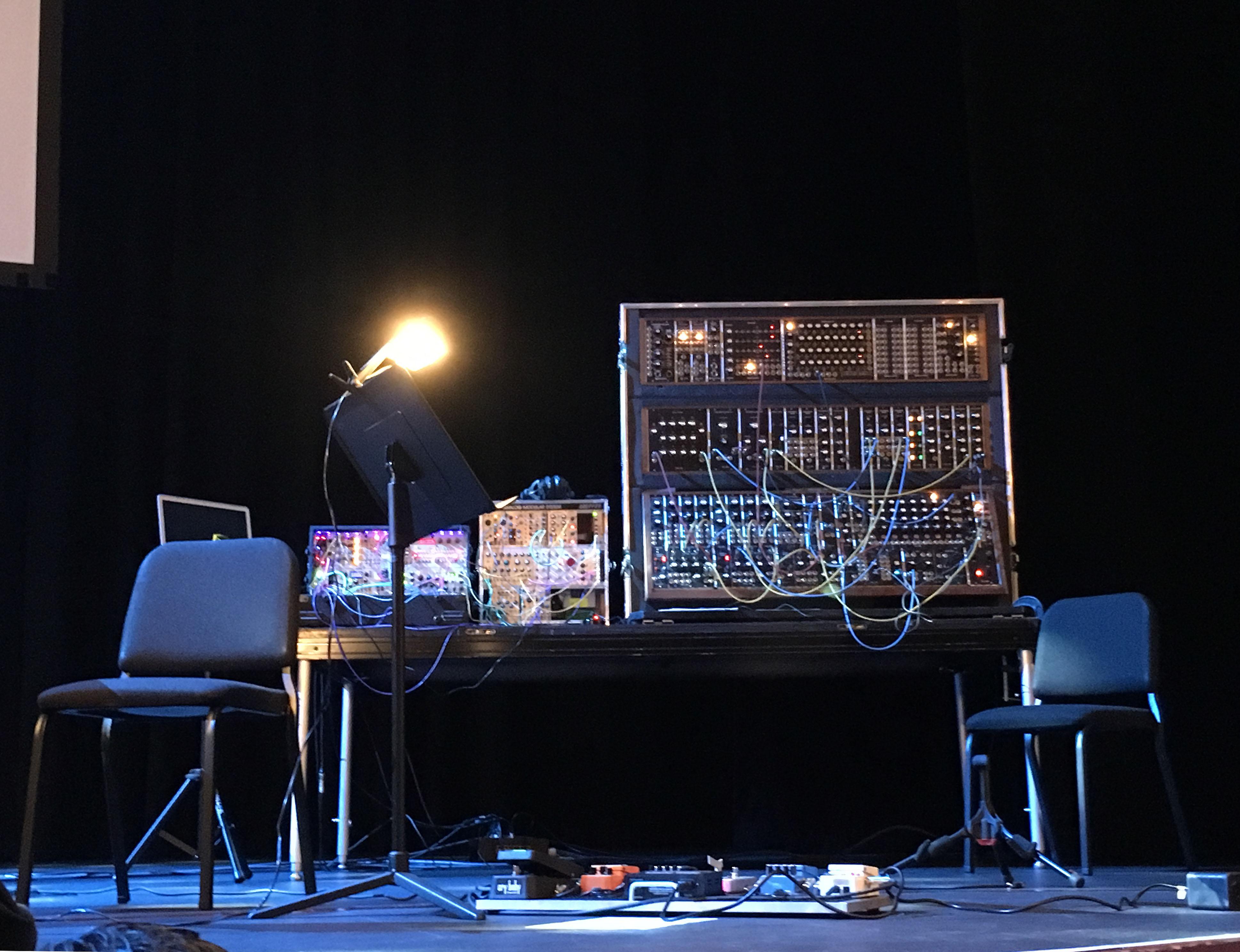 Modular Synthesizer Concert : file hans zimmer 39 s modular synthesizers warped side of the universe concert dr phillips center ~ Vivirlamusica.com Haus und Dekorationen