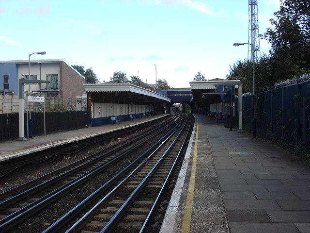 Harlesden station, Northbound platform 2 - geograph.org.uk - 925923