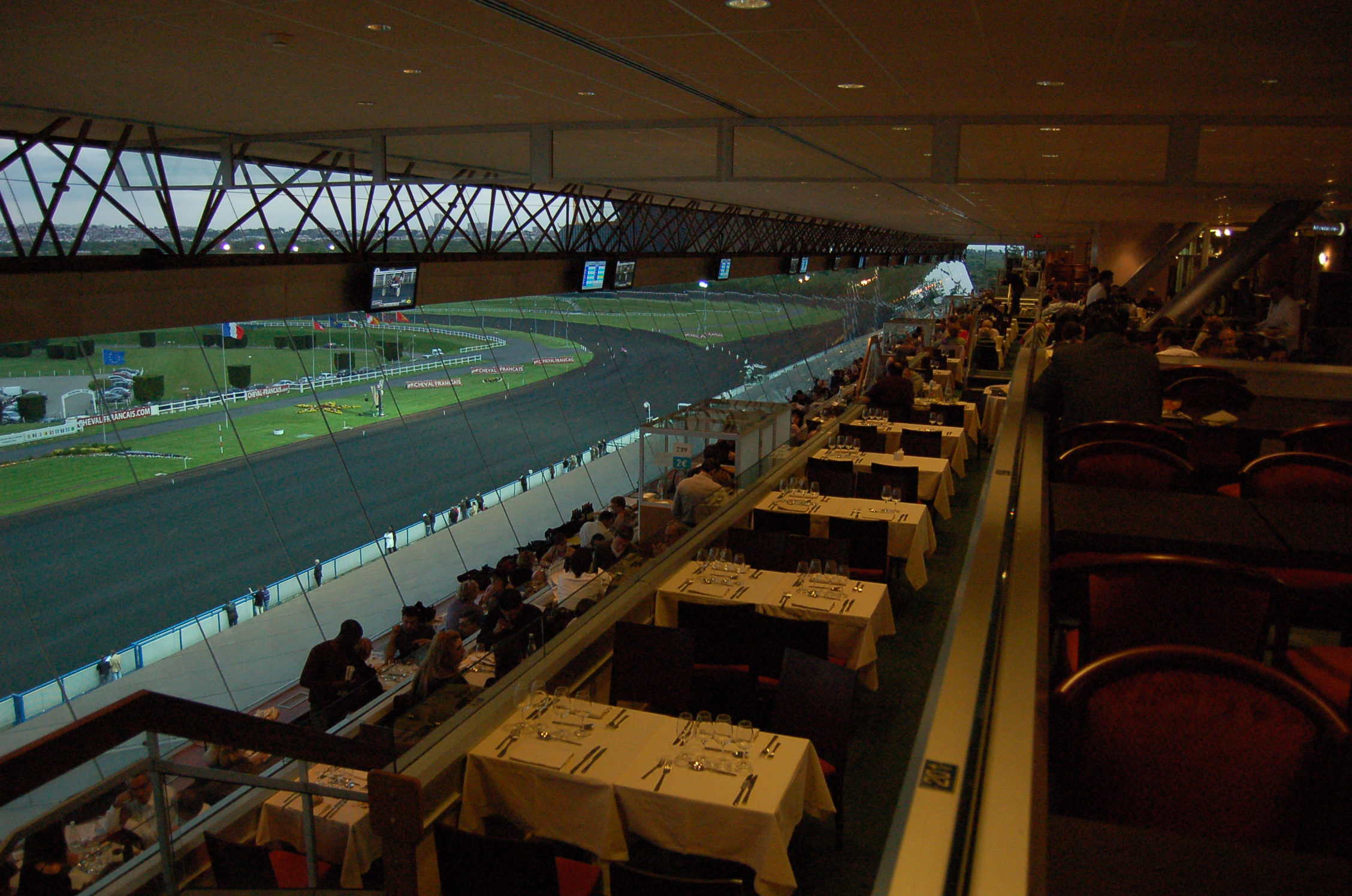 File hippodrome de vincennes wikimedia commons - Restaurant de absolute vincennes ...