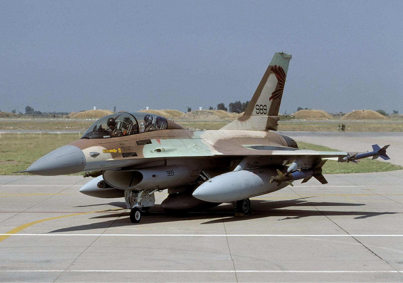 File:Israeli Air Force General Dynamics F 16B Netz (401) Lofting