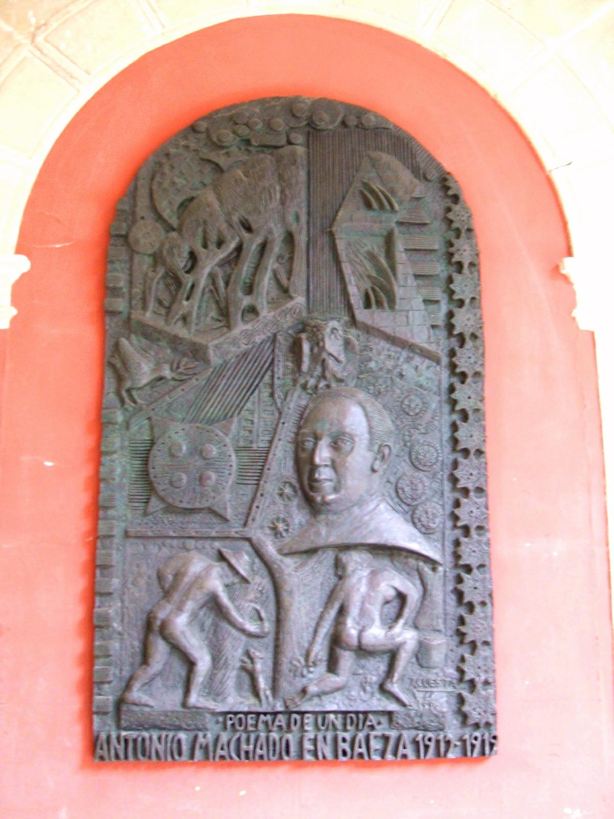 Placa en honor a Antonio Machado en la antigua universidad de Baeza. Siendo Instituto de Bachillerato, el poeta impartió aquí clases de Gramática Francesa desde 1912 hasta 1919.
