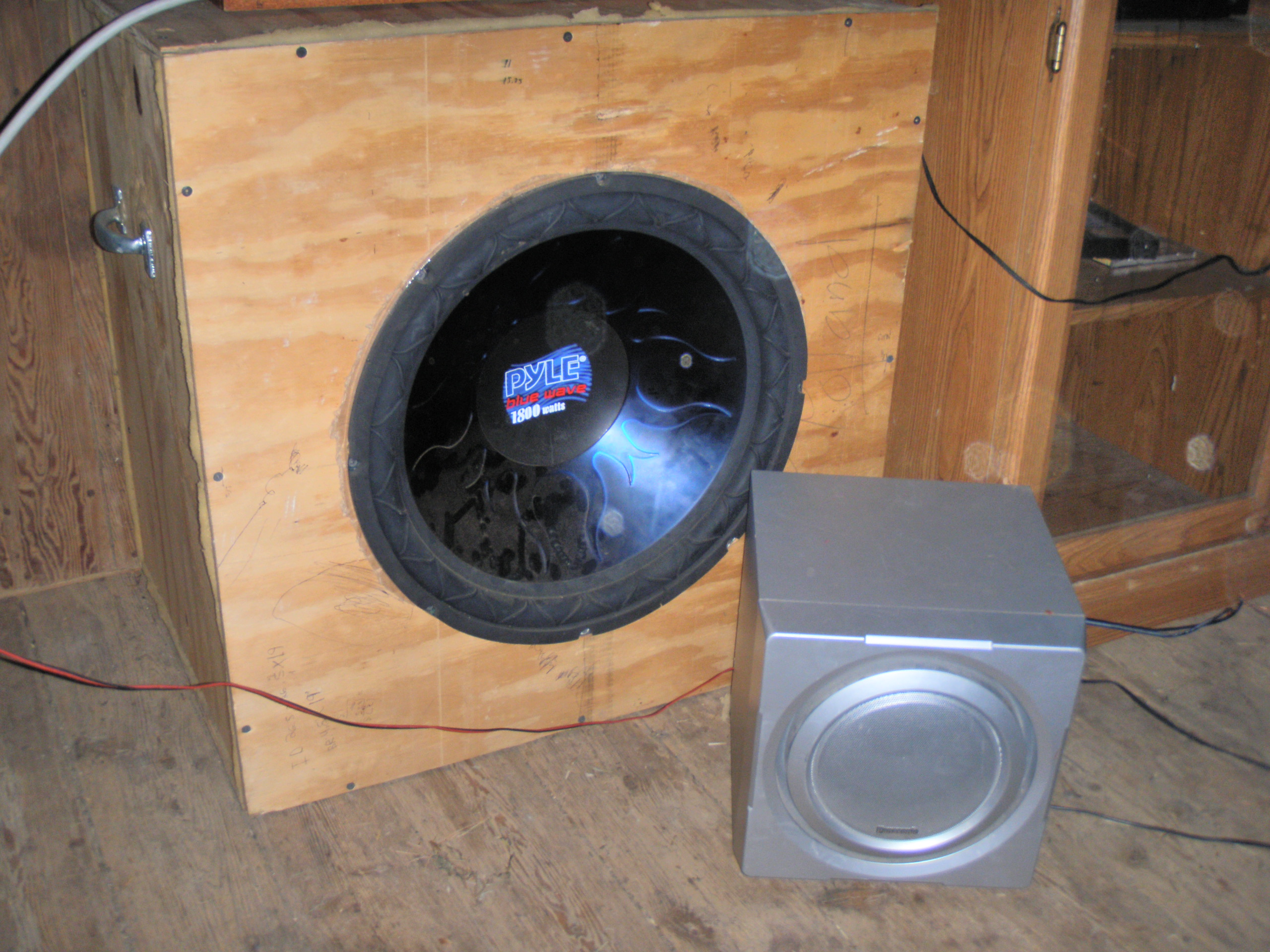 File:Large infinite baffle subwoofer with 18 inch woofer driver JPG