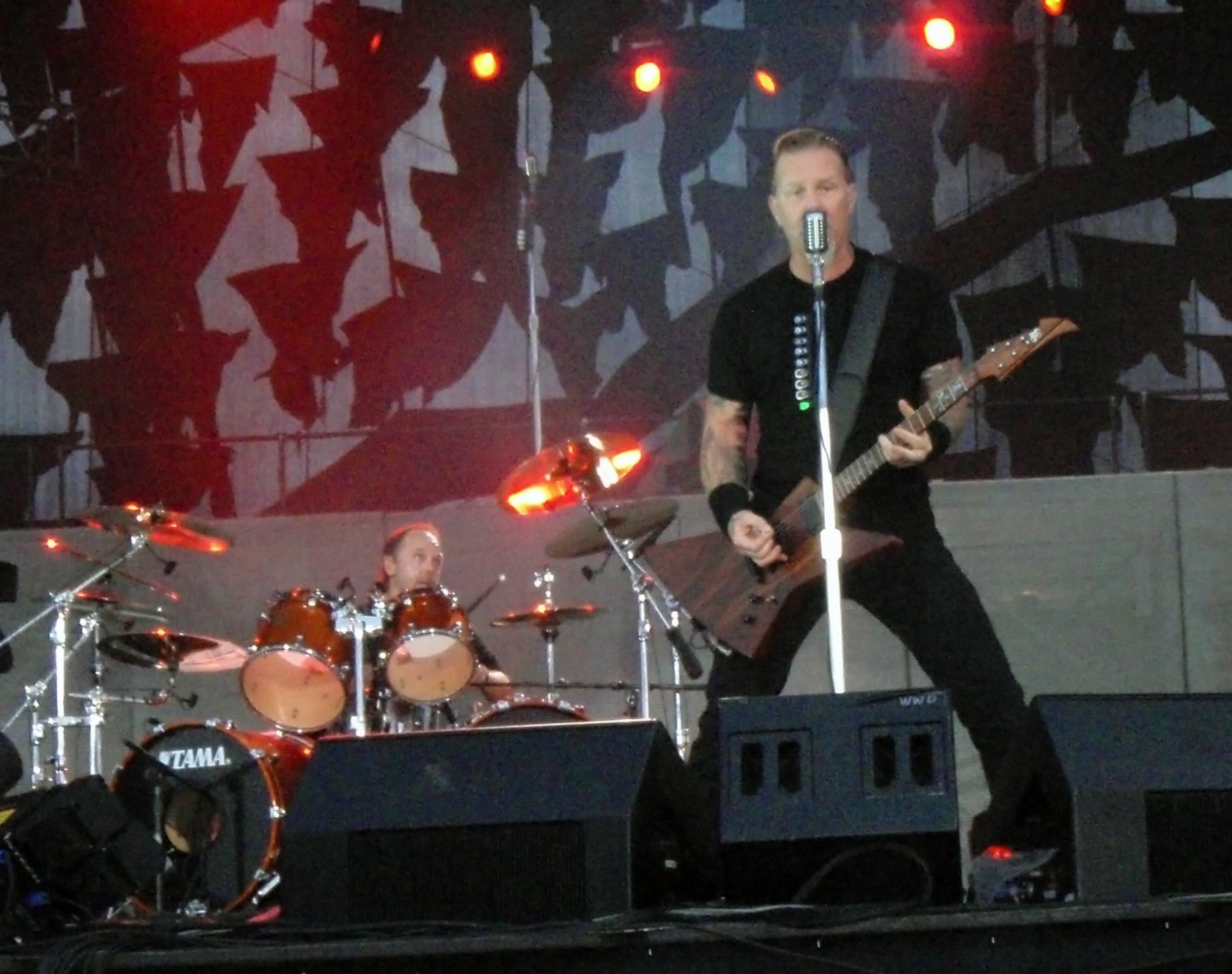 File Lars Ulrich James Hetfield Metallica Sonisphere Jpg Wikimedia Commons