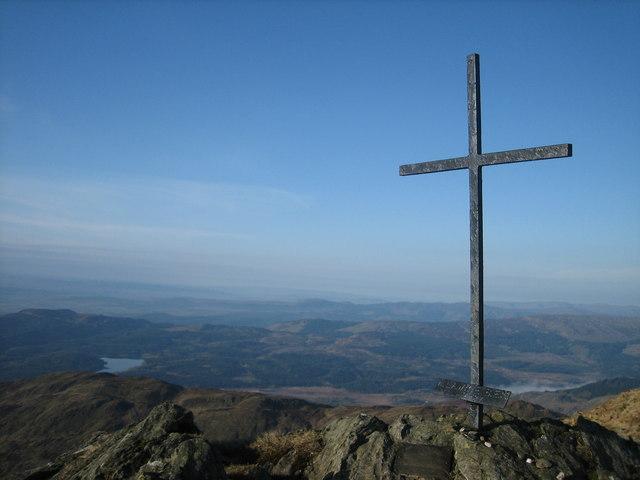 Memorial Cross, Ben Ledi - geograph.org.uk - 967323