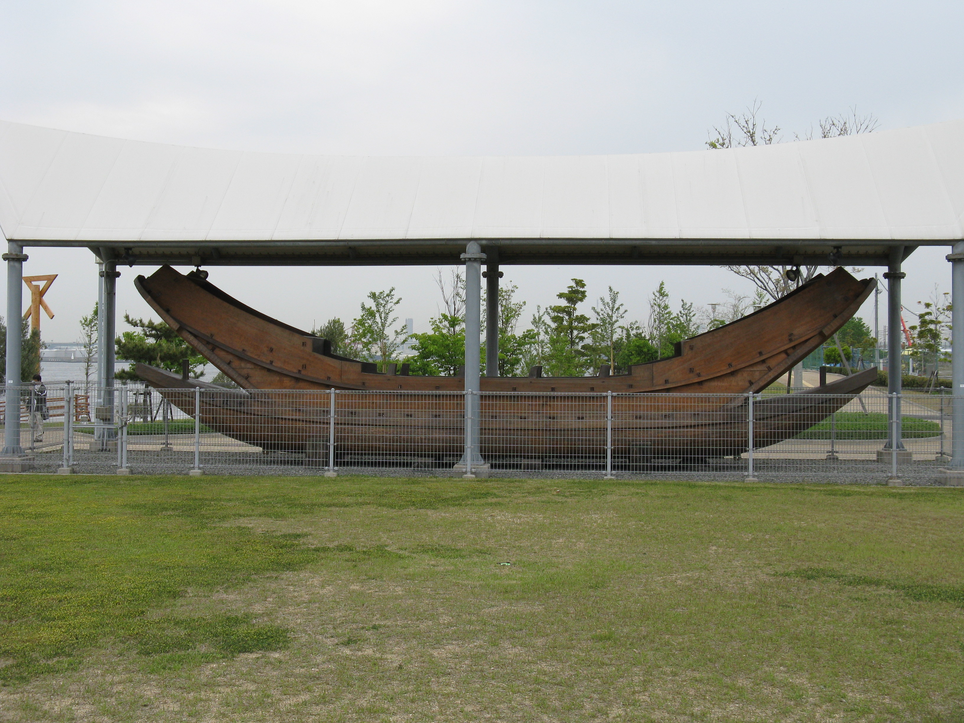 https://upload.wikimedia.org/wikipedia/commons/9/96/Osaka_Maritime_Museum_Namihaya.jpg
