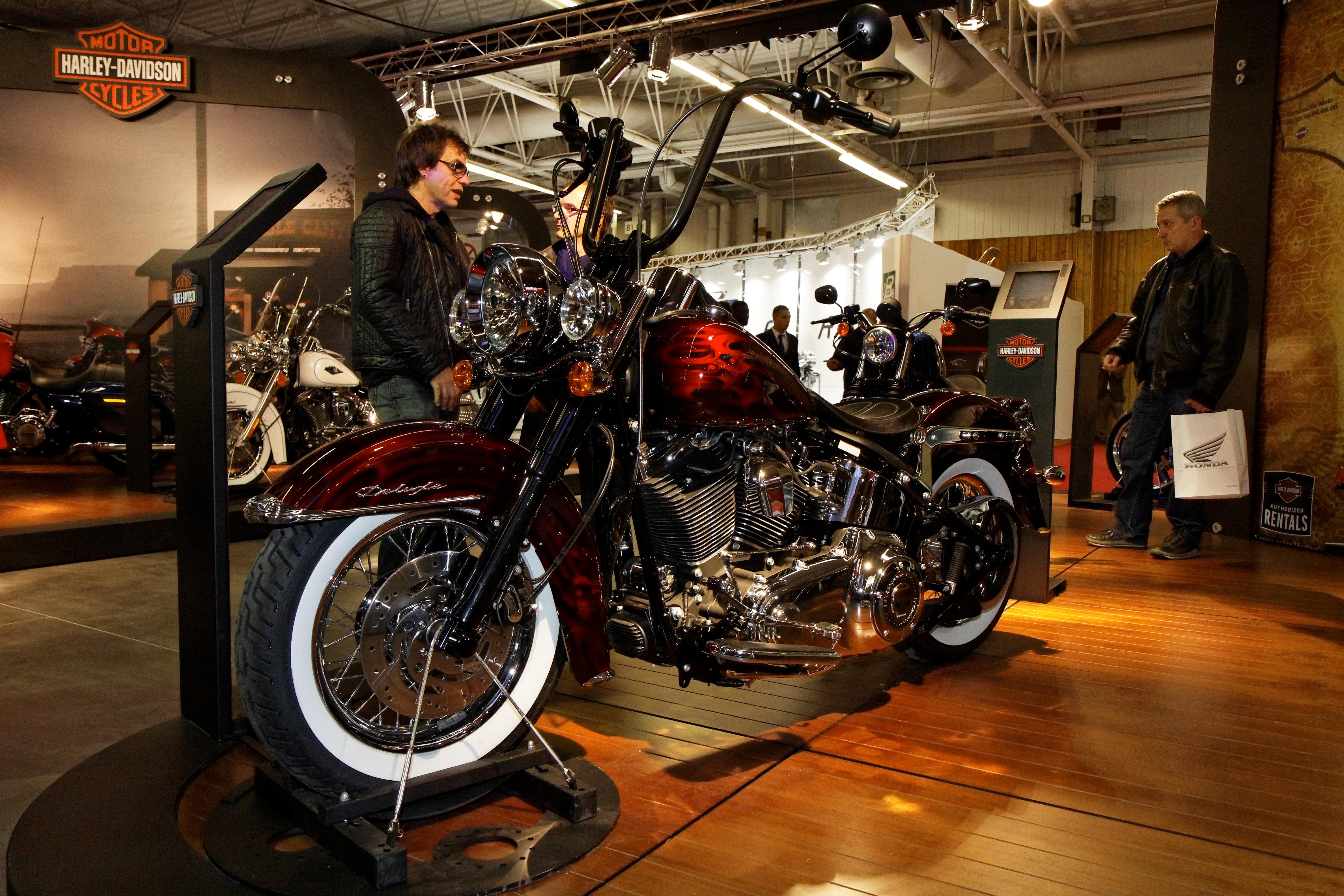 File:Paris - Salon de la moto 2011 - Harley-Davidson - FLSTN ...
