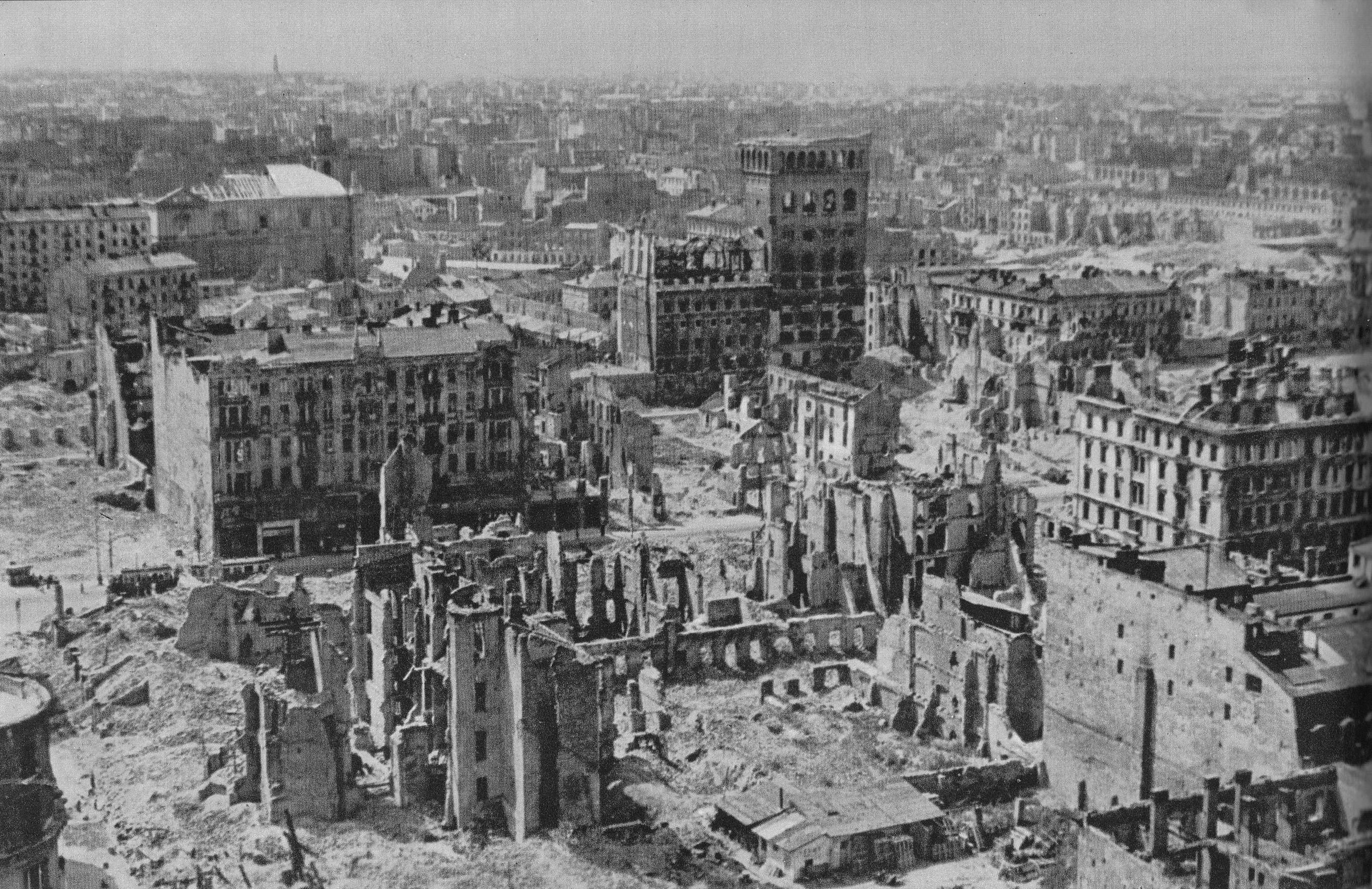 Znalezione obrazy dla zapytania zdjęcie warszawy po wojnie