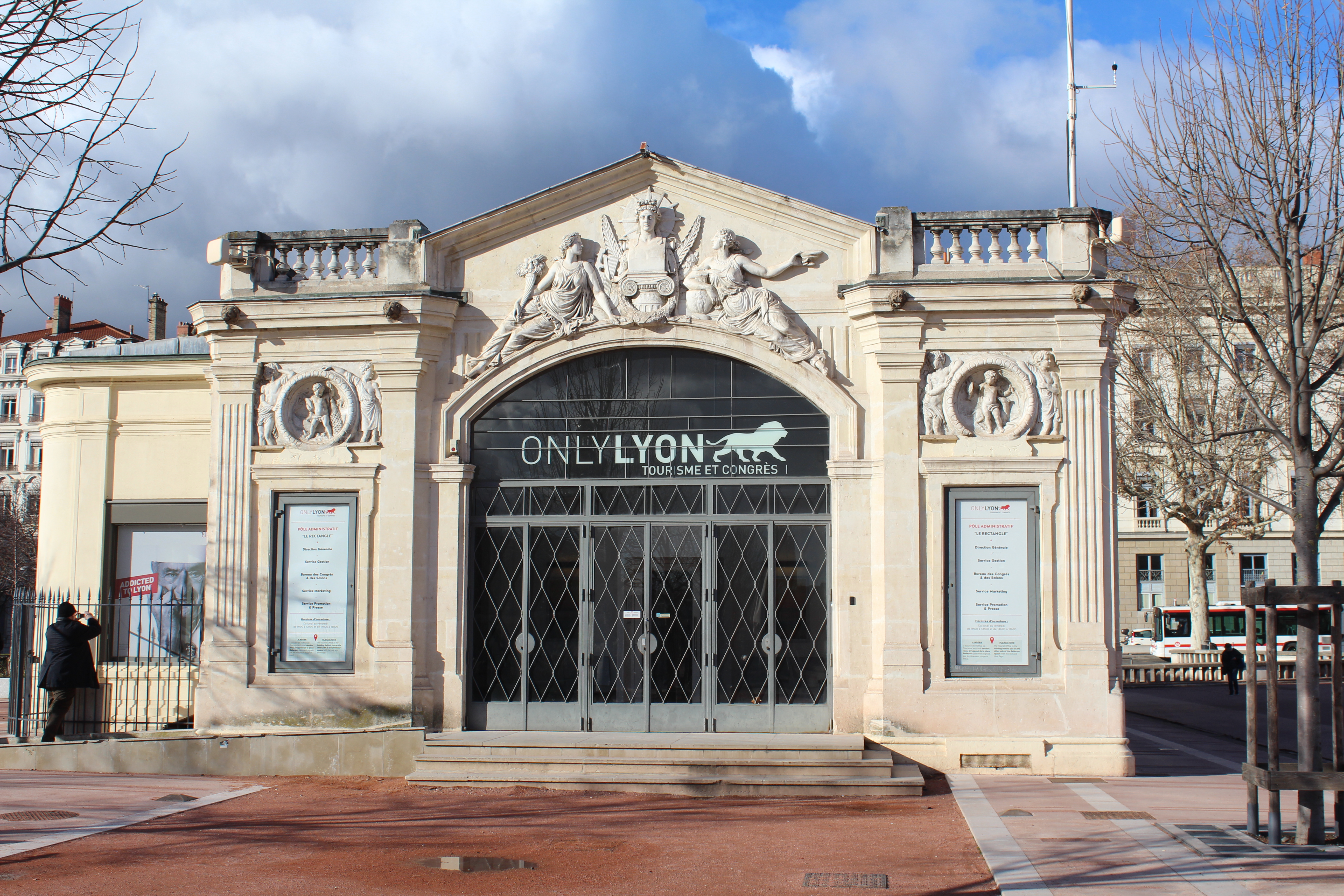 File pavillon rectangle place bellecour lyon g wikimedia commons