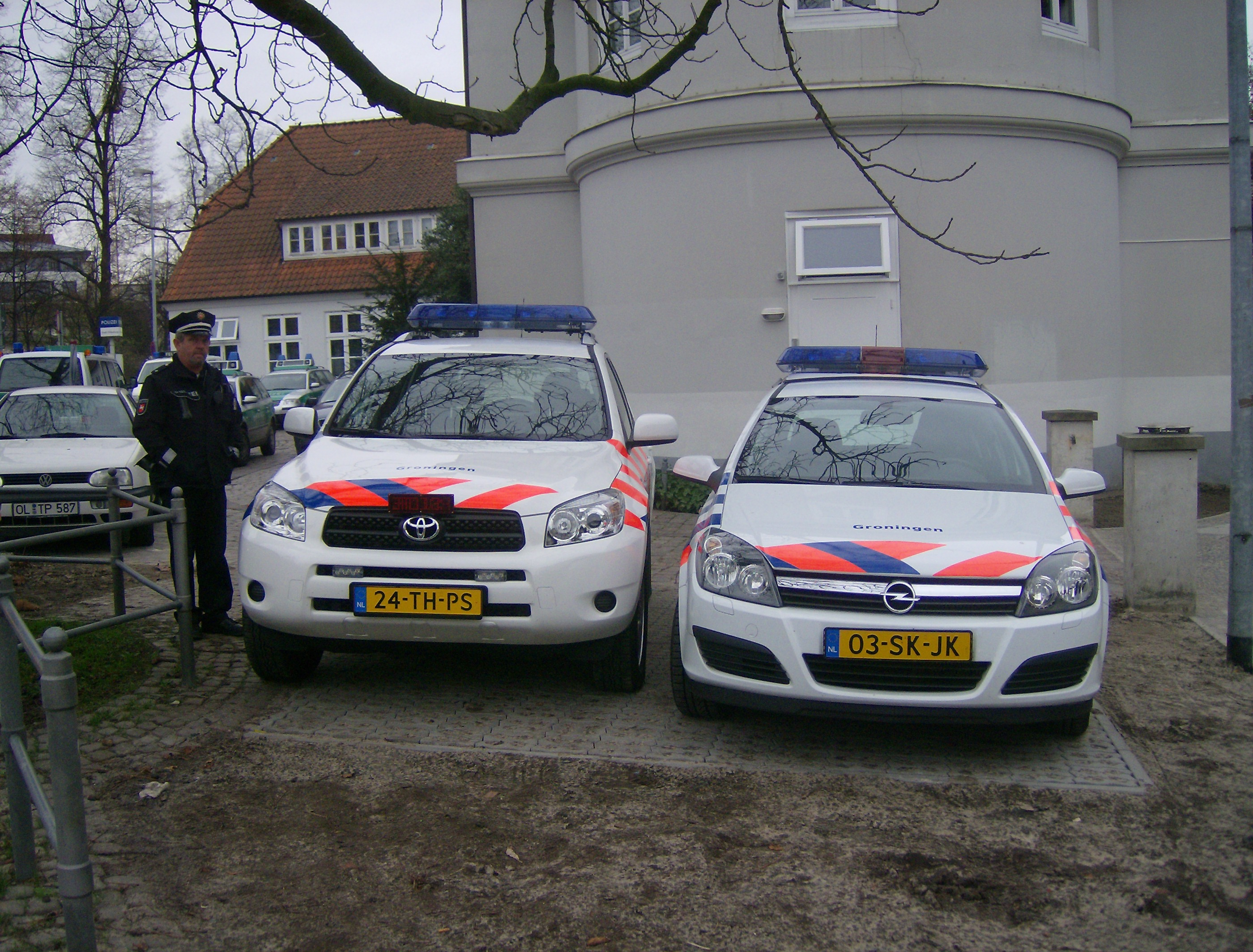 File Police Car The Netherlands Toyota Rav 4 And Opel Jpg