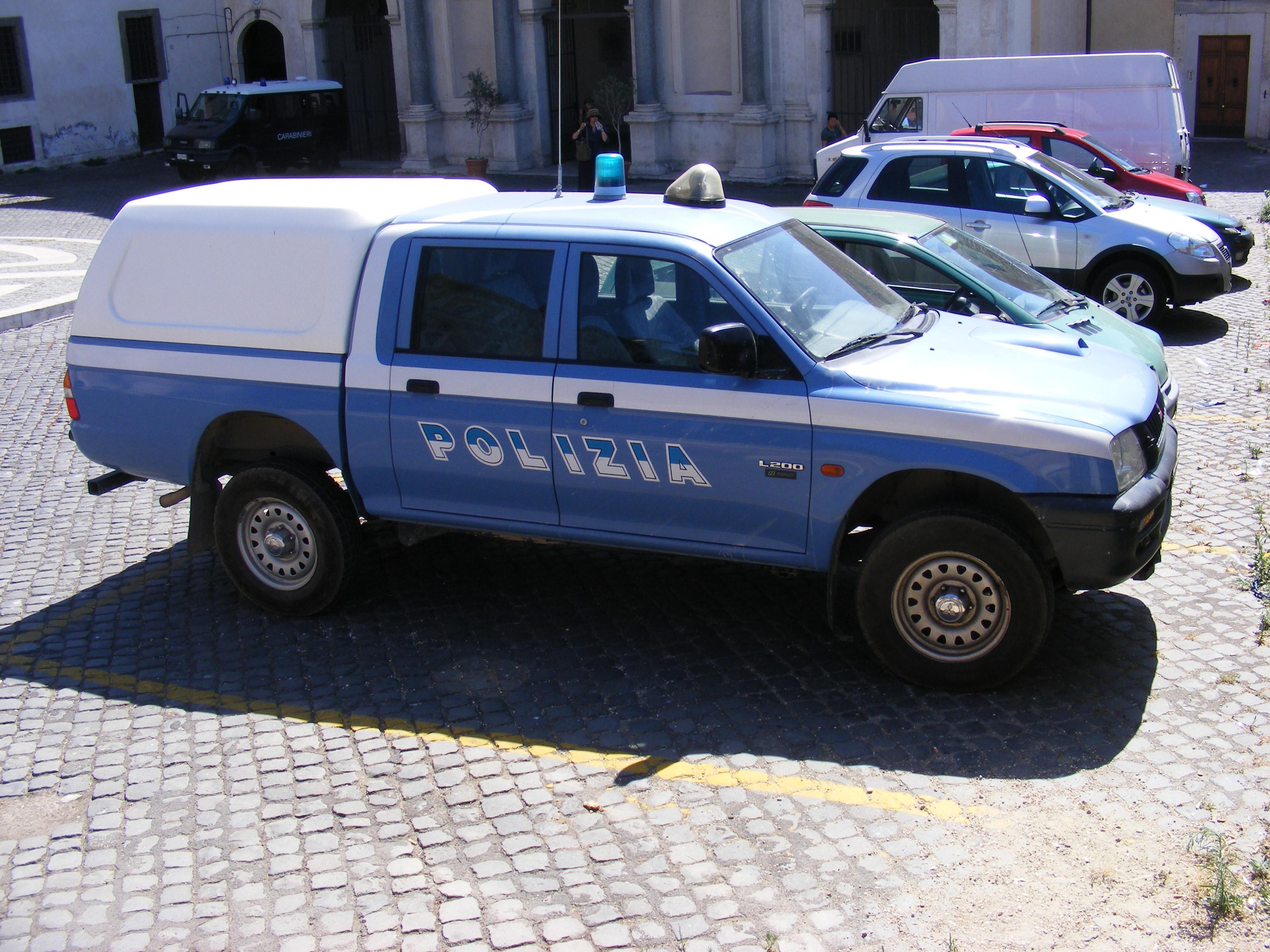 File:Polizia di Stato Mitsubishi L200.jpg - Wikipedia