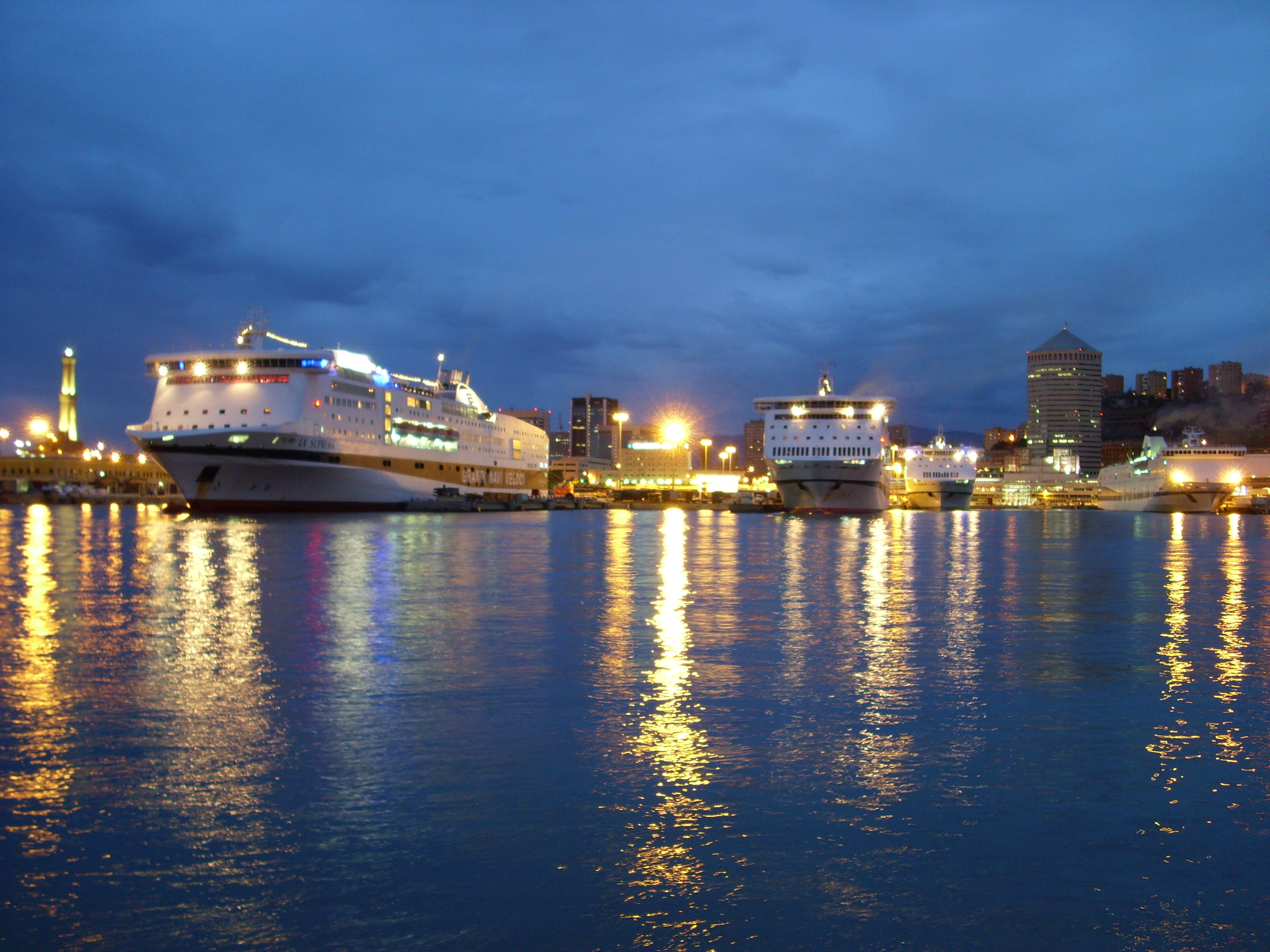 Porto Genova Notte 01.jpg
