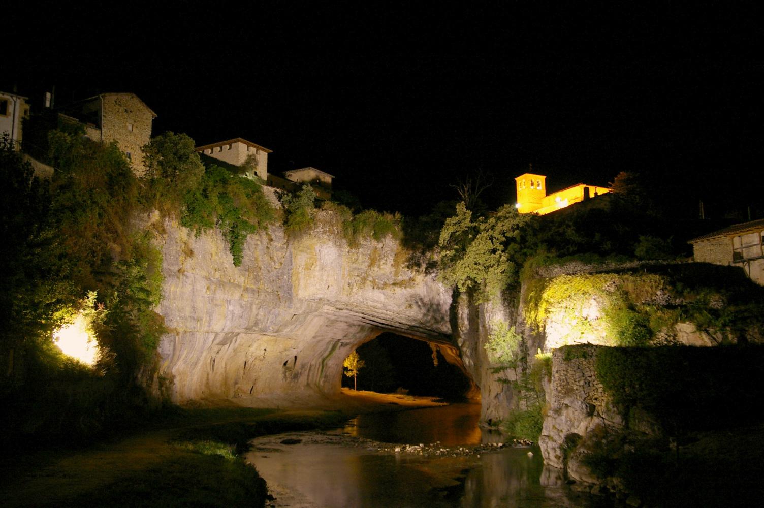 Curiosos pueblos de España situados en lugares sorprendentes Puentedey