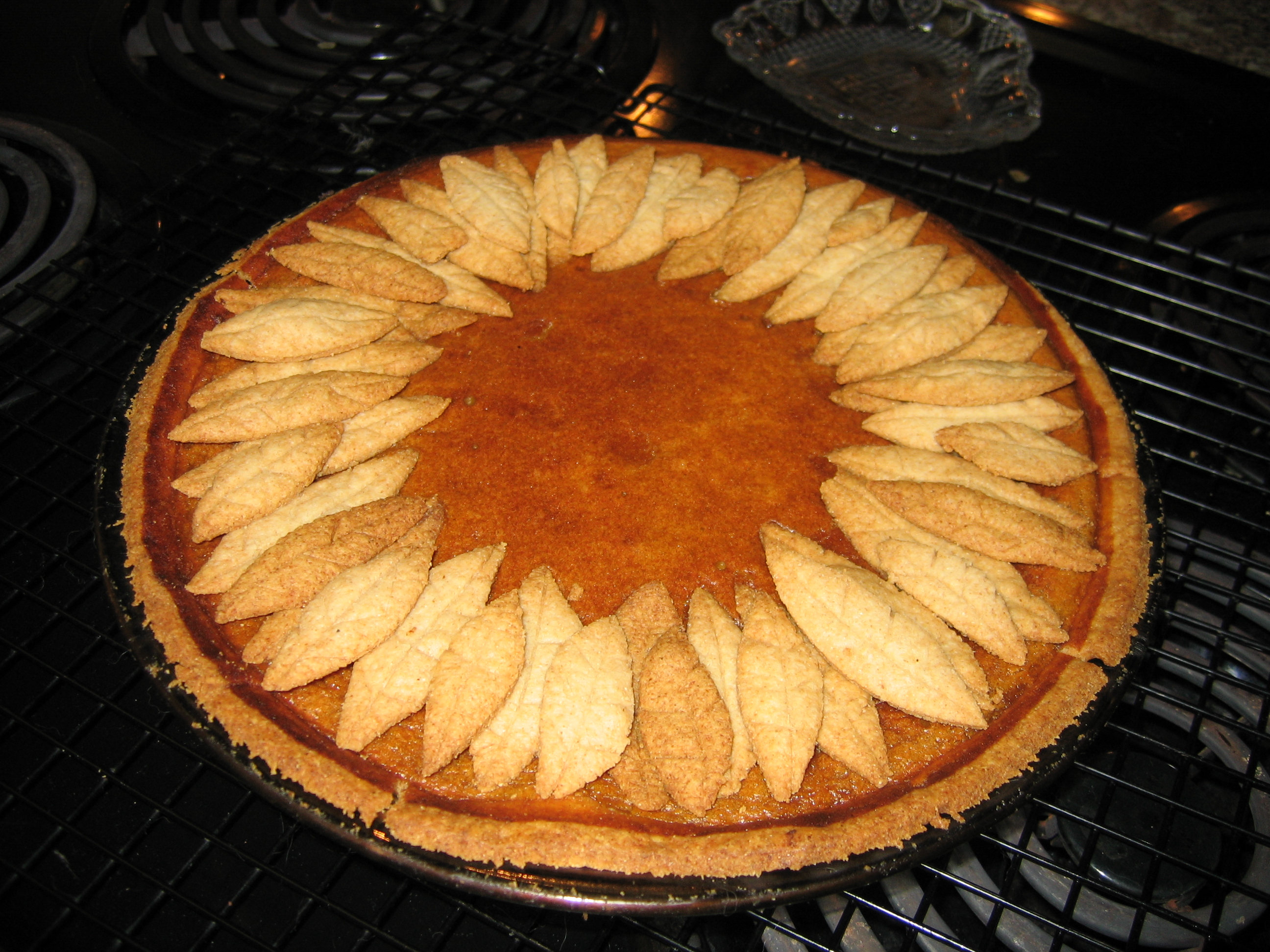 File Pumpkin Pie With Pastry Leaf Decoration November 2005