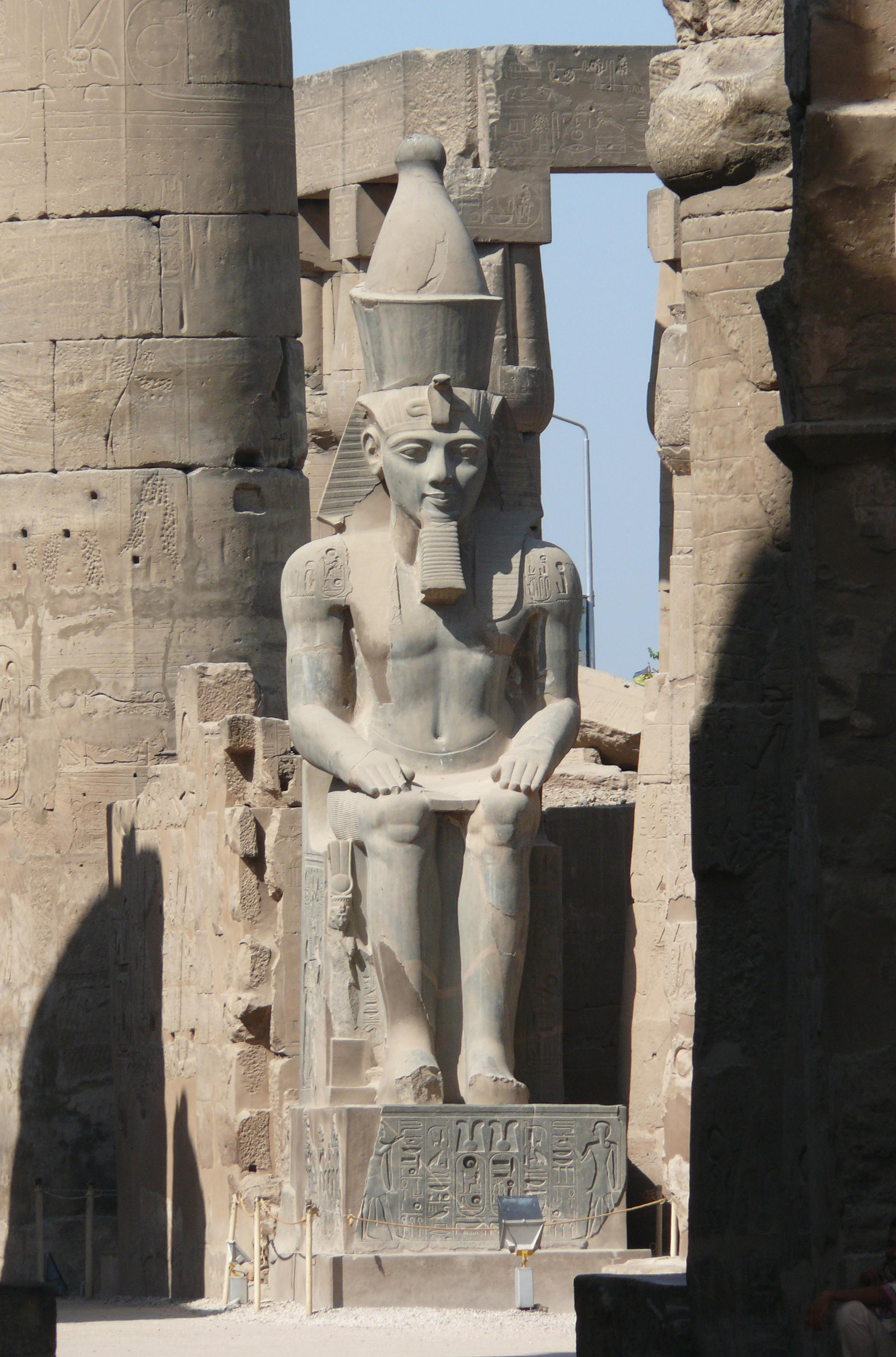 Description Ramses Ii at Luxor temple JPG