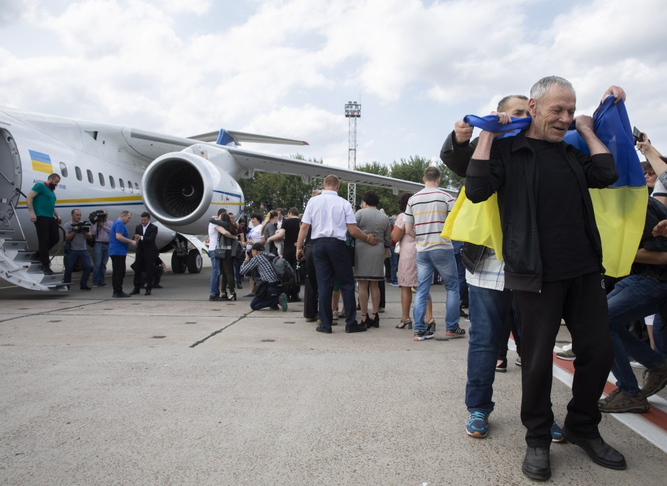 Returning of 35 detained Ukrainians 01.jpg