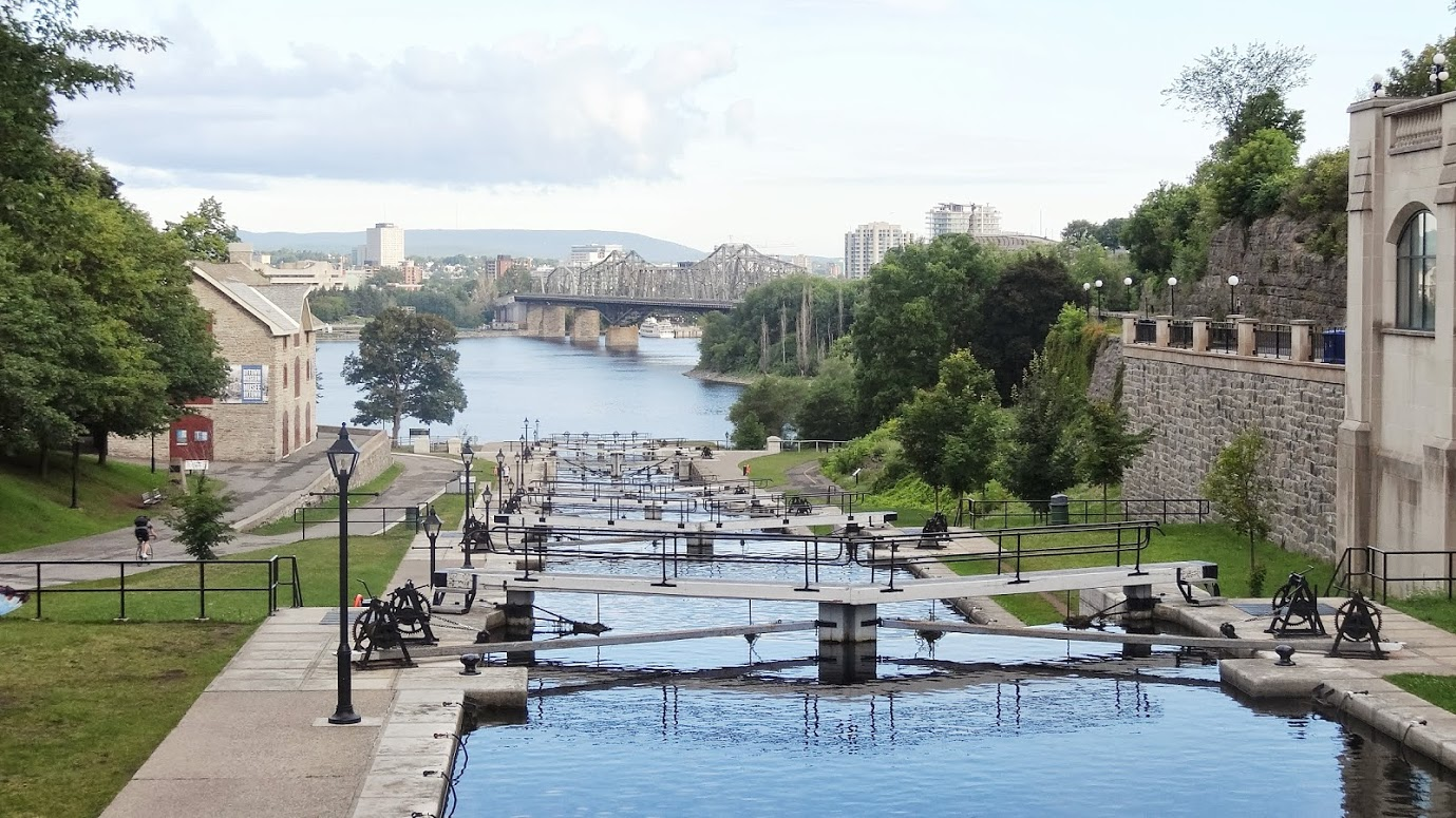 File:Rideau Canal National Historic Site in the morning.JPG ...