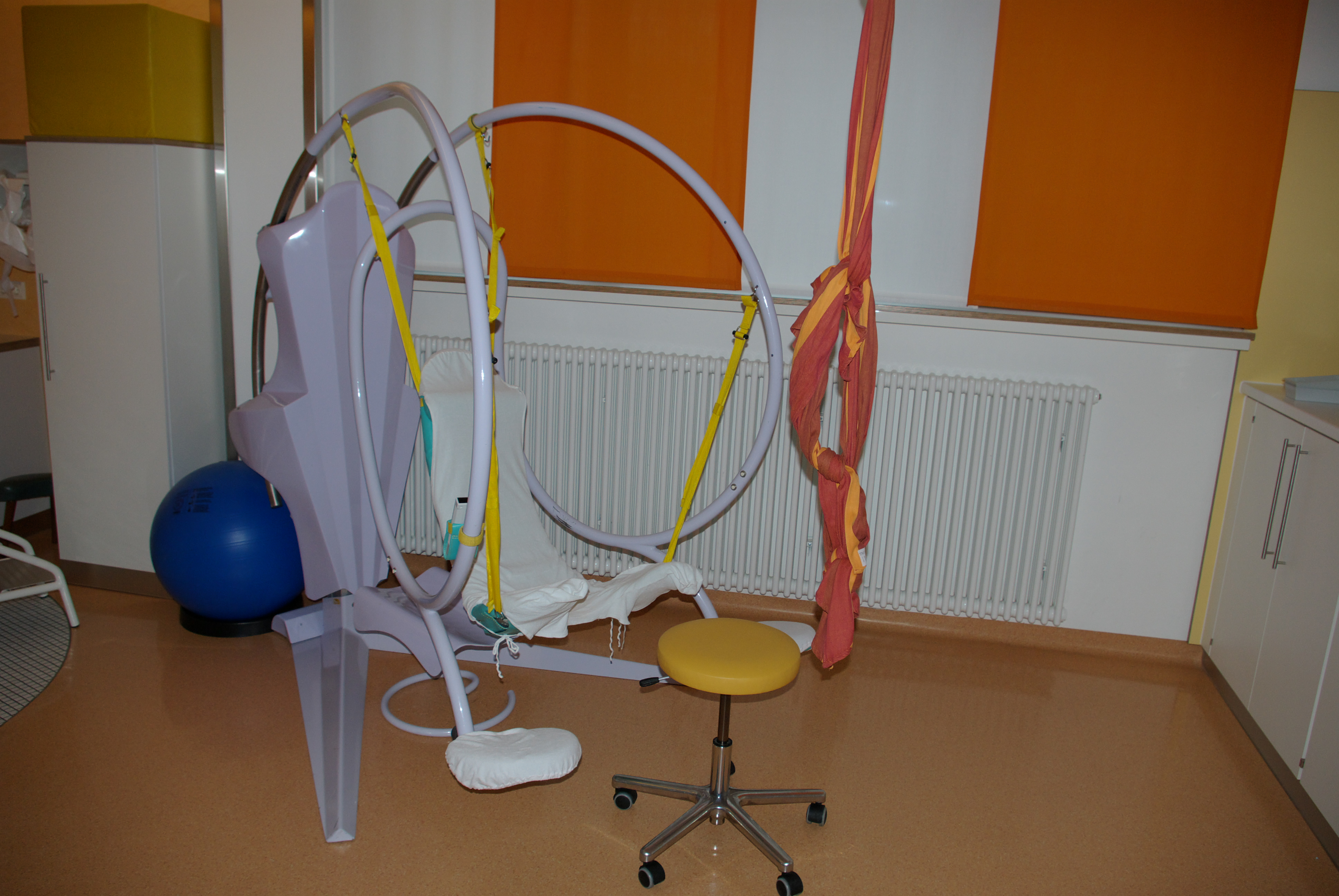 Modern birthing chair - File Romarad Jpg