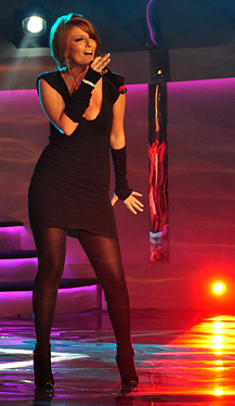 "Rosela Gjylbegu performing the winning song at ""Kënga Magjike"" 2009"