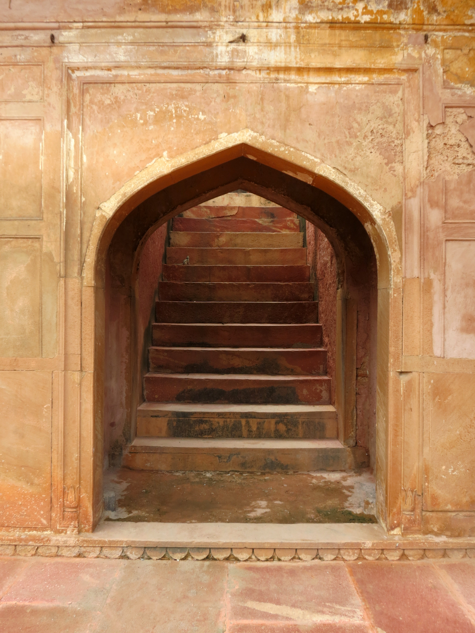 File:Safdarjung Tomb - staircase.JPG - Wikimedia Commons
