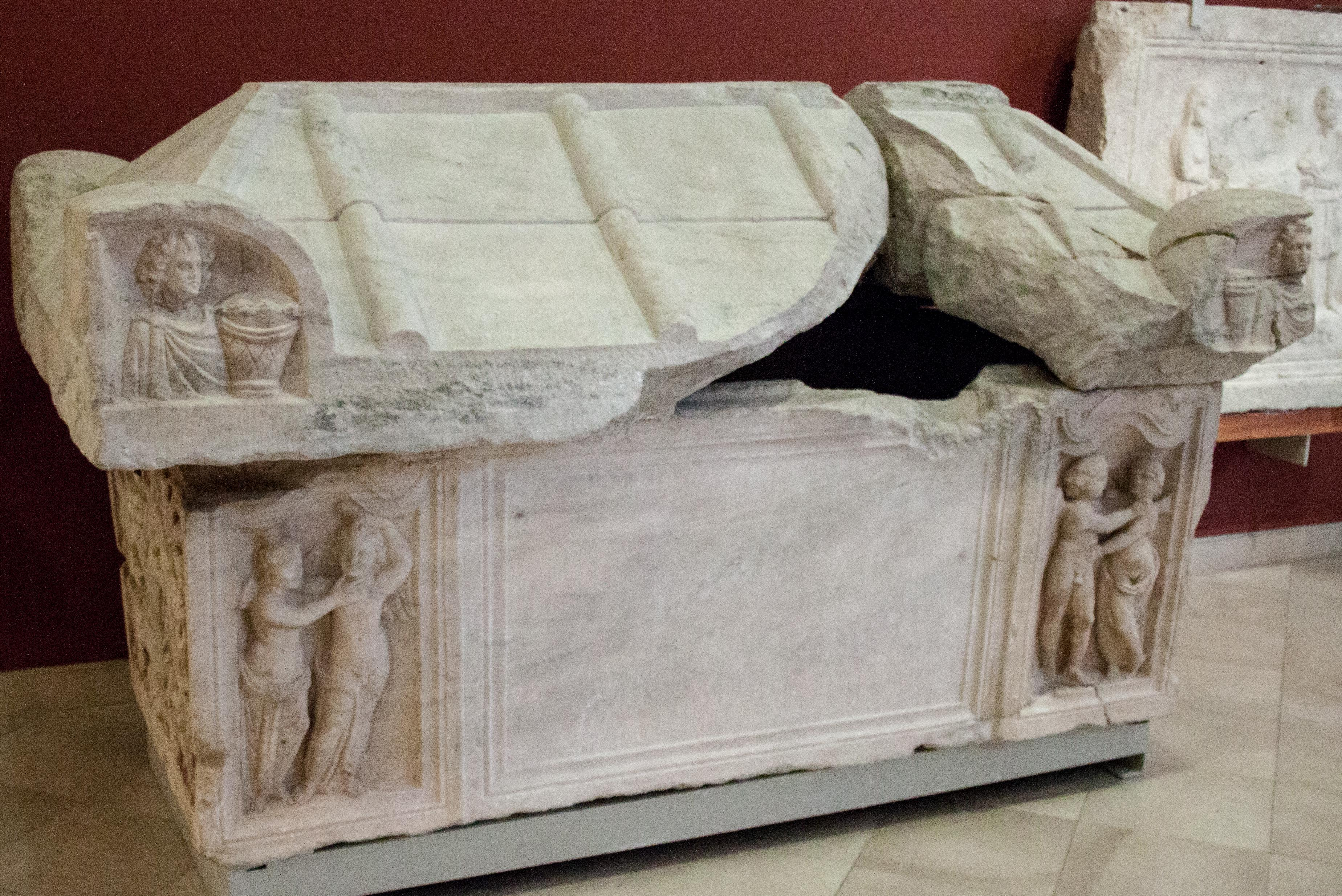 filesarcophagus with cupid and psychejpg wikimedia commons