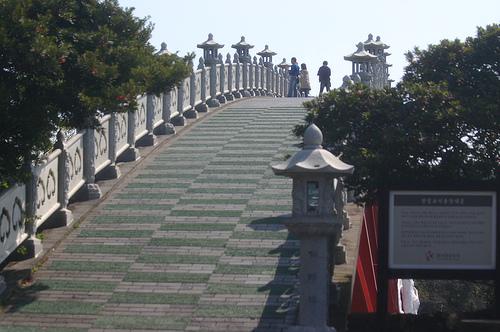 Arquivo: Seonimgyo Entrance.jpg