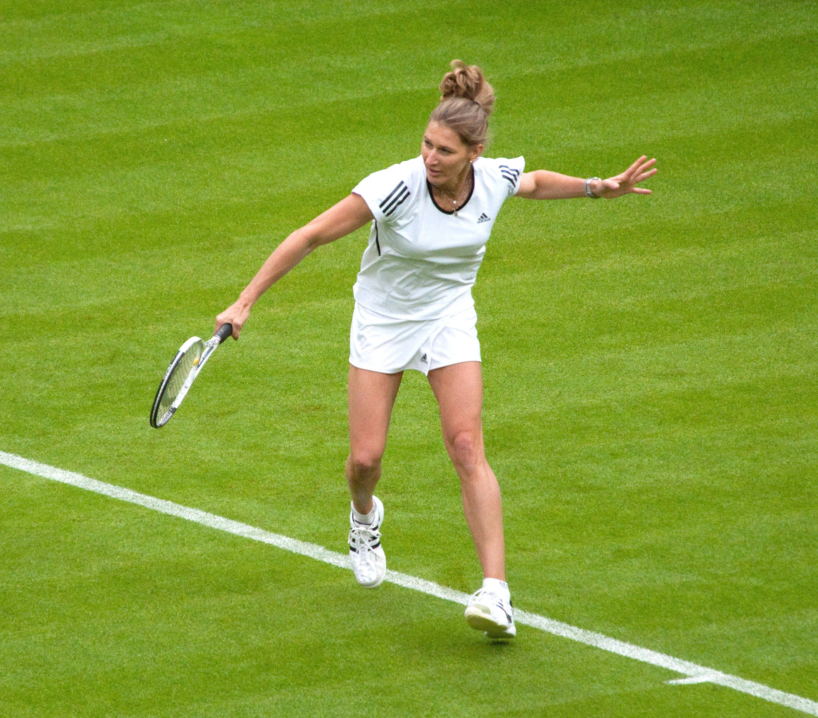 File Steffi Graf Wimbledon 2009 11 Wikimedia mons