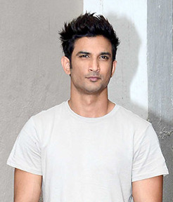 Sushant Singh Rajput snapped at the promotions of 'M.S. Dhoni - The Untold Story' (cropped)