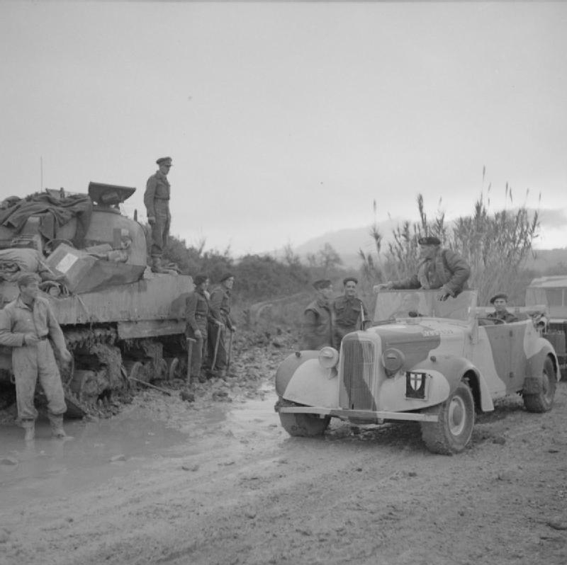 General Montgomery stops to offer cigarettes to a Sherman crew