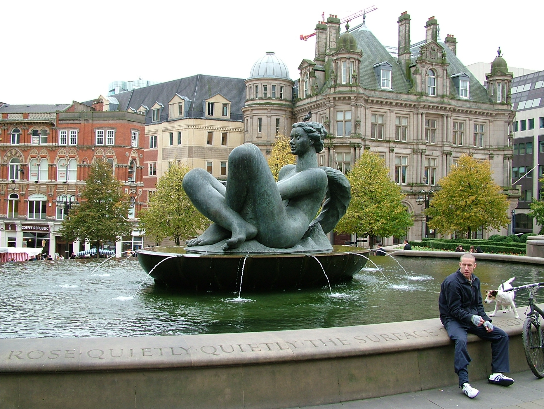 The_River_aka_The_Floozie_in_the_Jacuzzi_-_Victoria_Square_-_Birmingham_-_2005-10-13.jpg