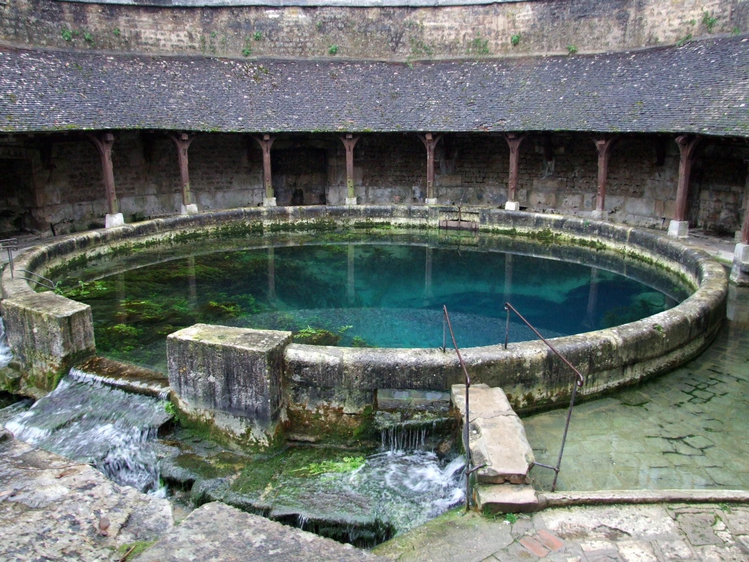 File tonnerre fosse dionne wikimedia commons for Piscine lavoir