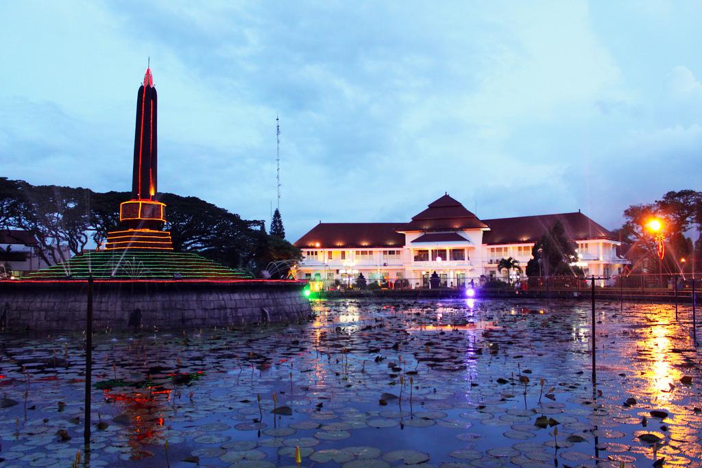 File Tugu Malang Jpg Wikipedia